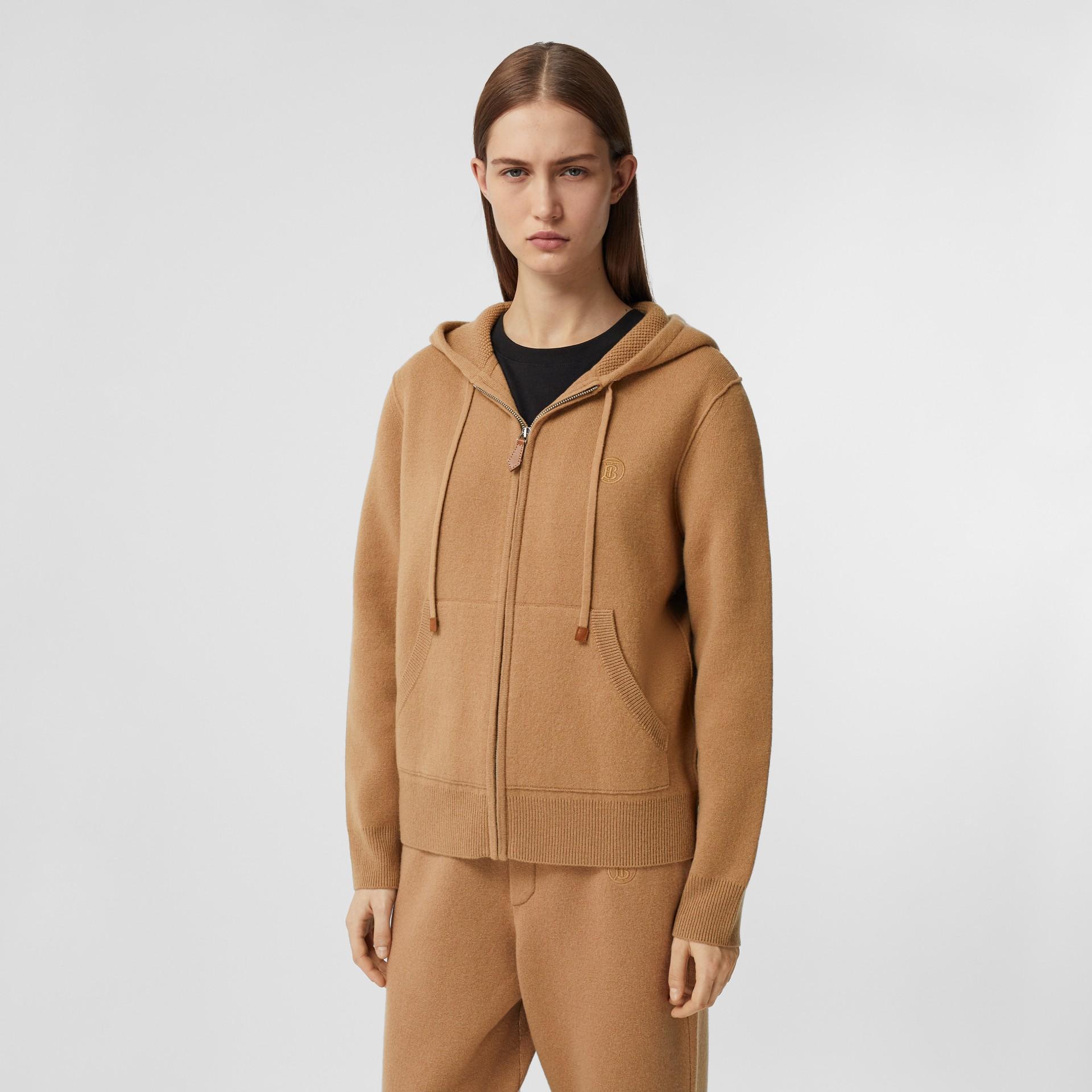 Blusa com capuz de cashmere com monograma (Camel) - Mulheres | Burberry - galeria de imagens 5
