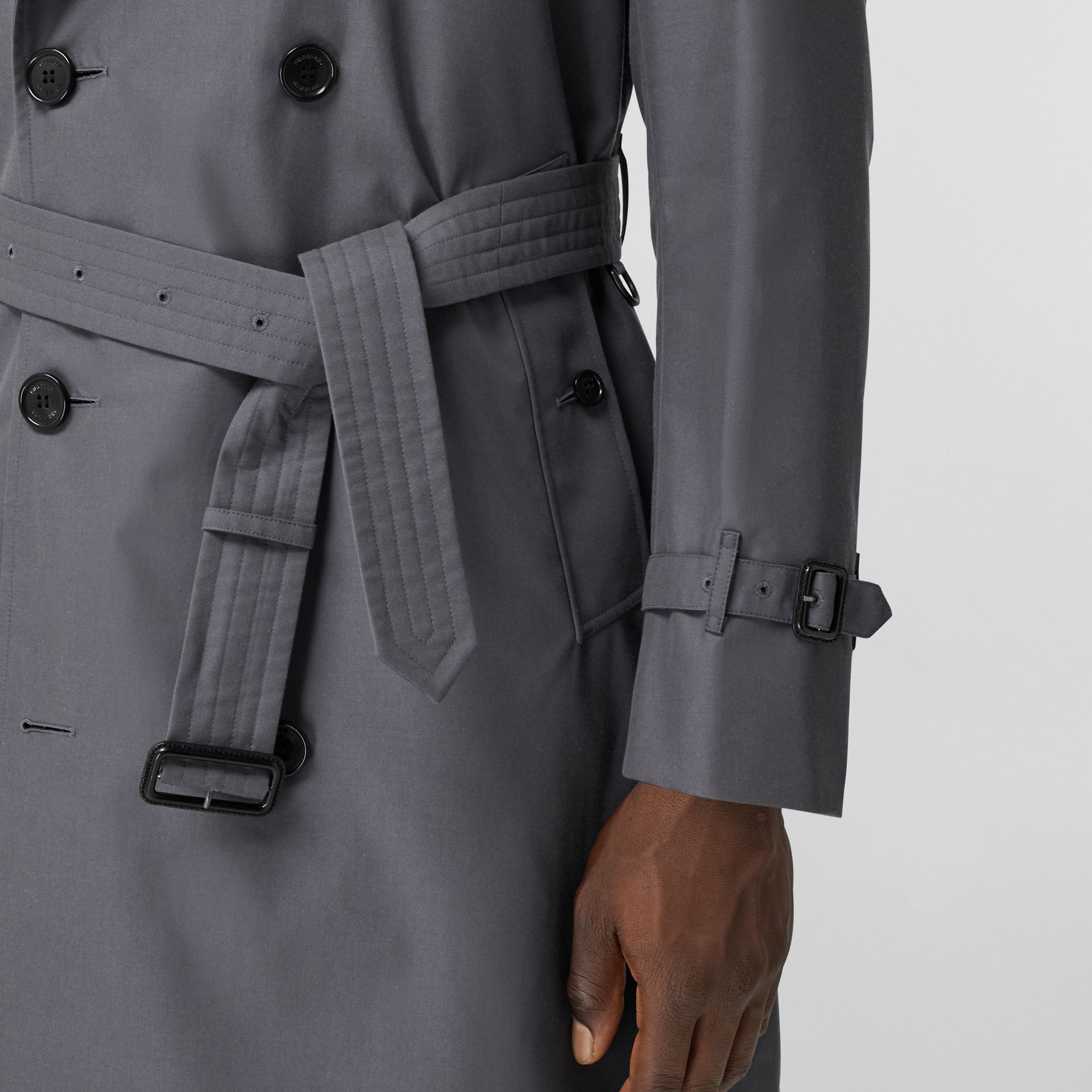 The Long Chelsea Heritage Trench Coat in Mid Grey - Men | Burberry - gallery image 5