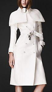 Trench coat con capa en doble duquesa