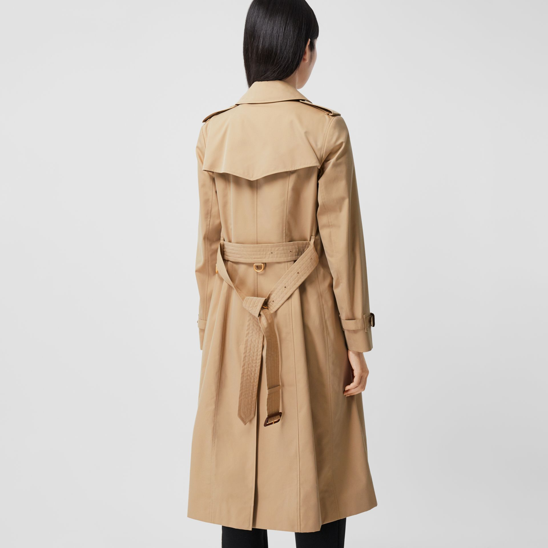 The Long Chelsea Heritage Trench Coat in Honey - Women | Burberry - gallery image 2