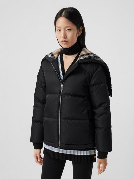 チェック フリースライニングフード ECONYL® パファージャケット (ブラック)