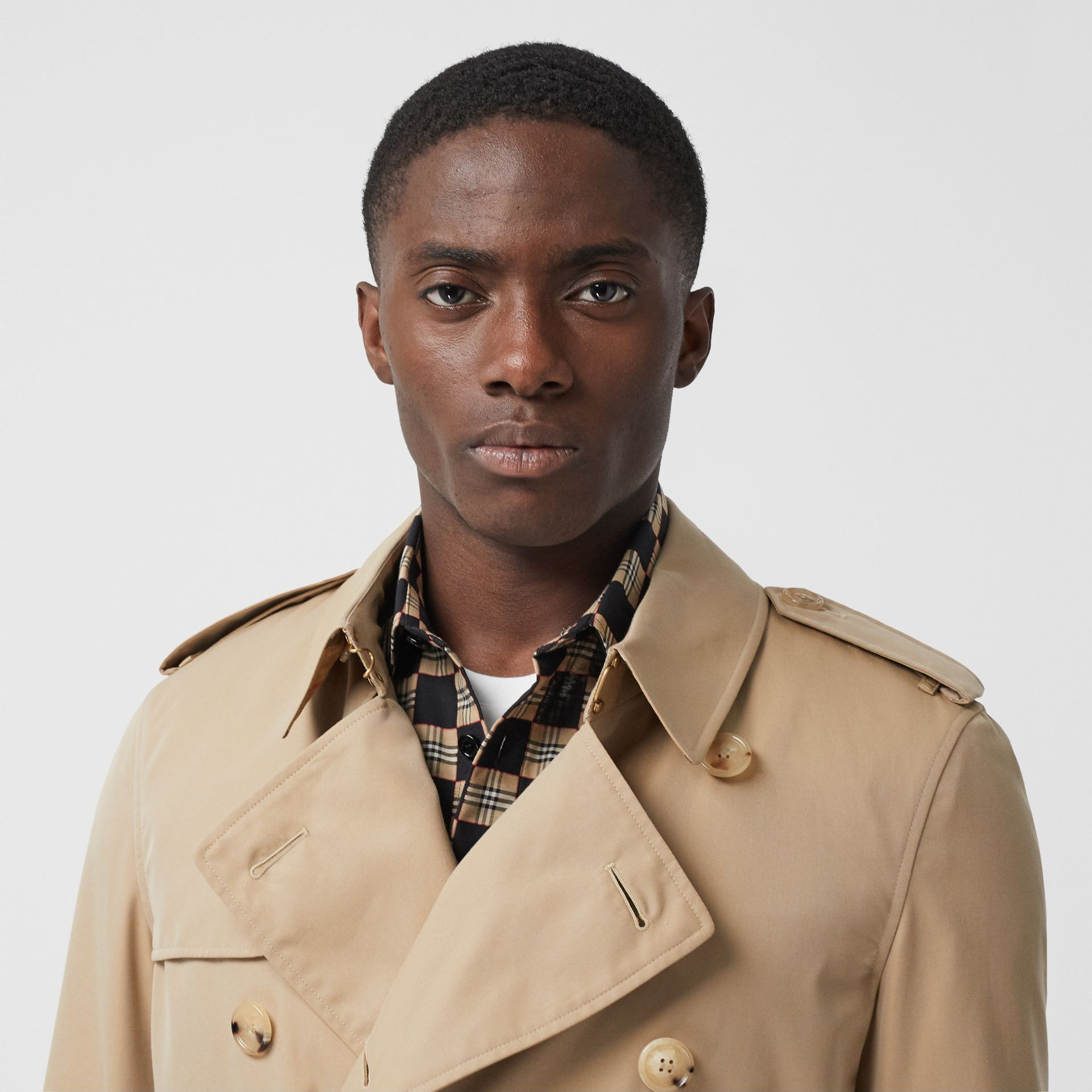 The Mid-length Chelsea Heritage Trench Coat in Honey - Men | Burberry - gallery image 5
