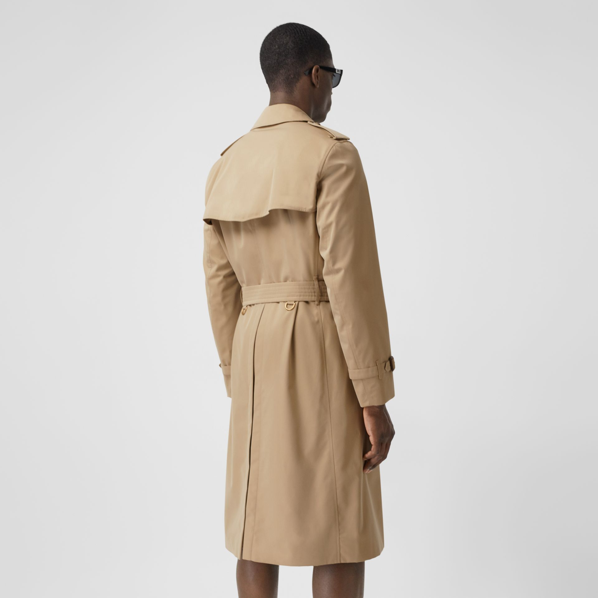 The Long Chelsea Heritage Trench Coat in Honey - Men | Burberry Canada - gallery image 2