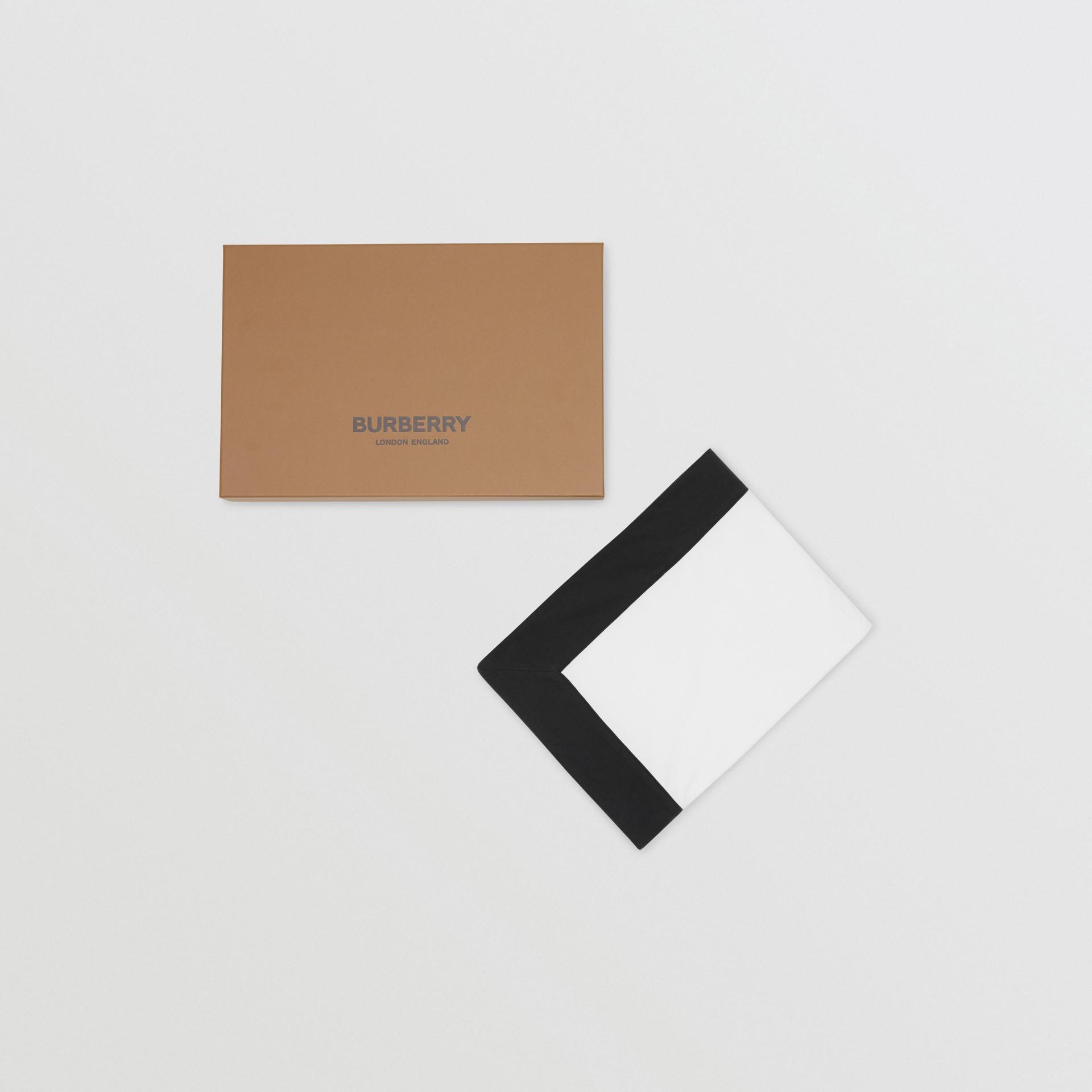 ロゴプリント オーガニックコットン ベイビーブランケット (ホワイト) - チルドレンズ | バーバリー - ギャラリーイメージ 3