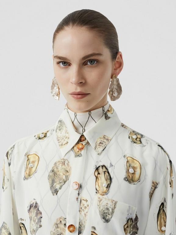 Camisa oversize de seda com estampa de ostra (Branco) - Mulheres | Burberry - cell image 1