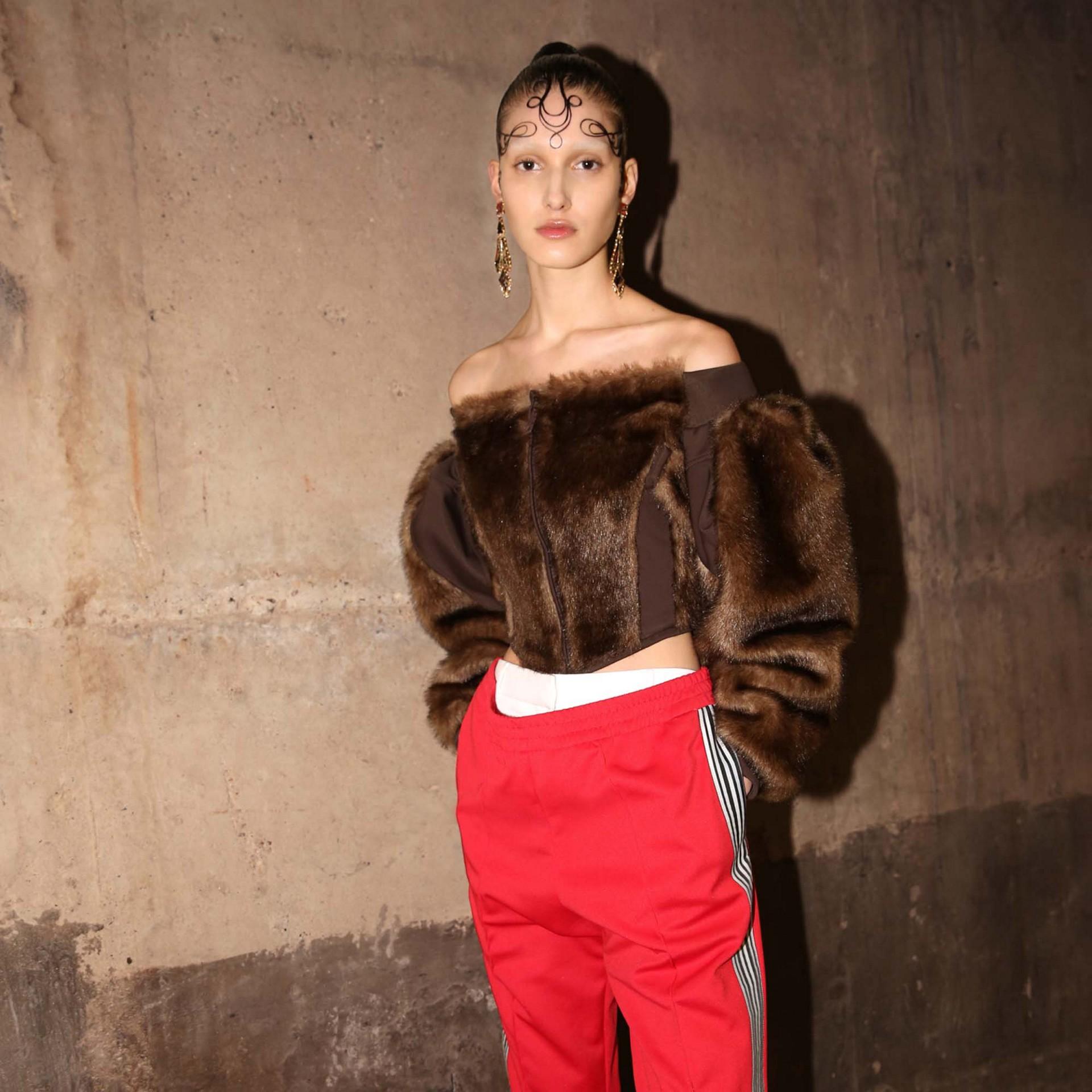 Track pants de malha com cintura dupla e detalhe listrado (Vermelho Intenso) - Mulheres | Burberry - galeria de imagens 7