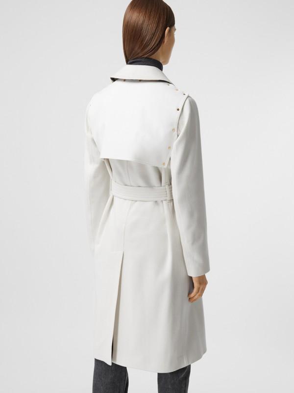 Trench coat in cashmere con pannello in gabardine di cotone (Bianco Naturale) - Donna | Burberry - cell image 2