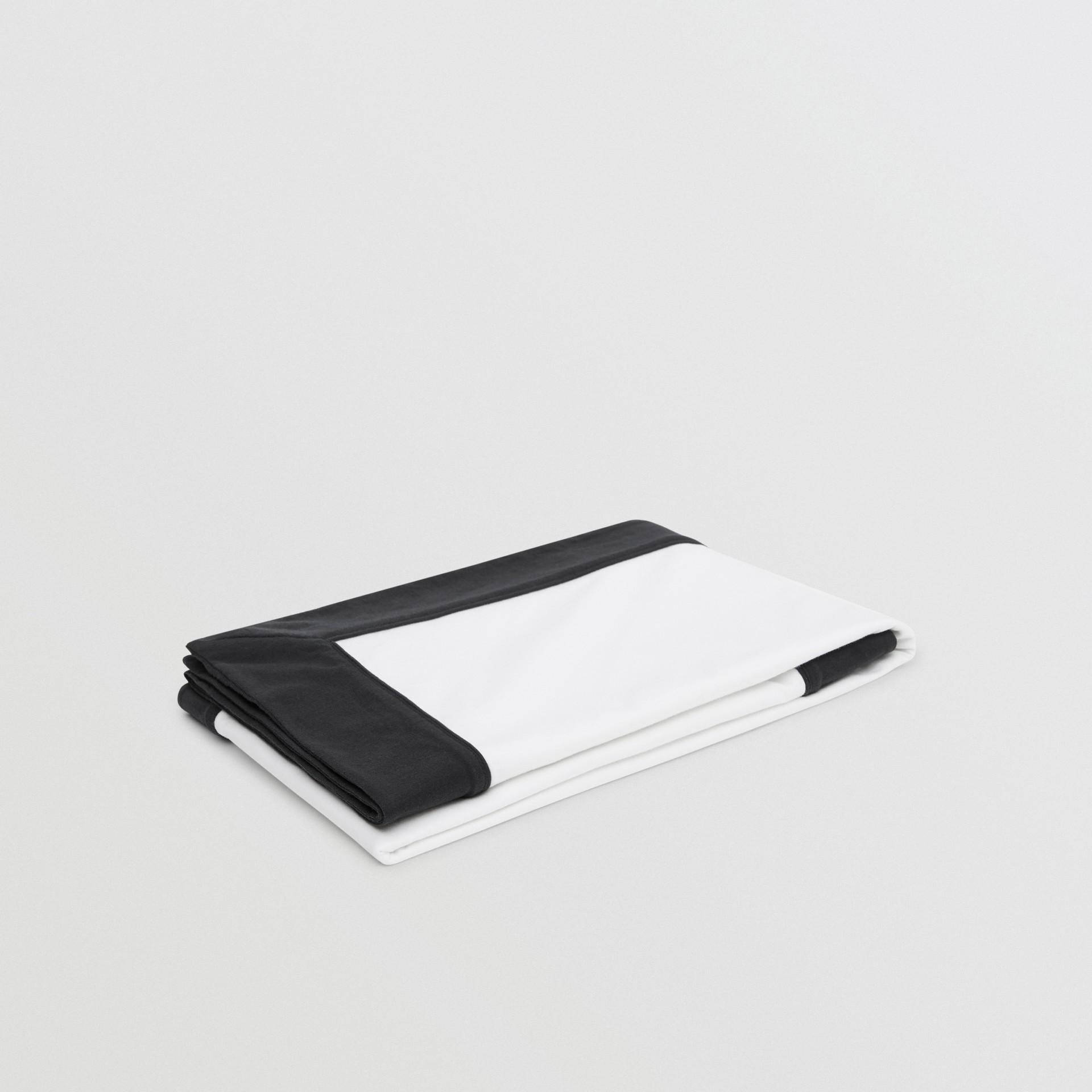 ロゴプリント オーガニックコットン ベイビーブランケット (ホワイト) - チルドレンズ | バーバリー - ギャラリーイメージ 2