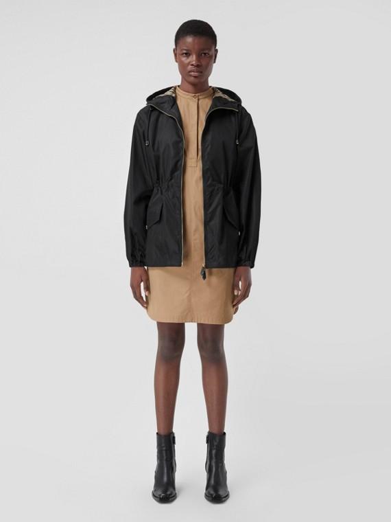 Jaqueta leve em ECONYL® com capuz (Preto)