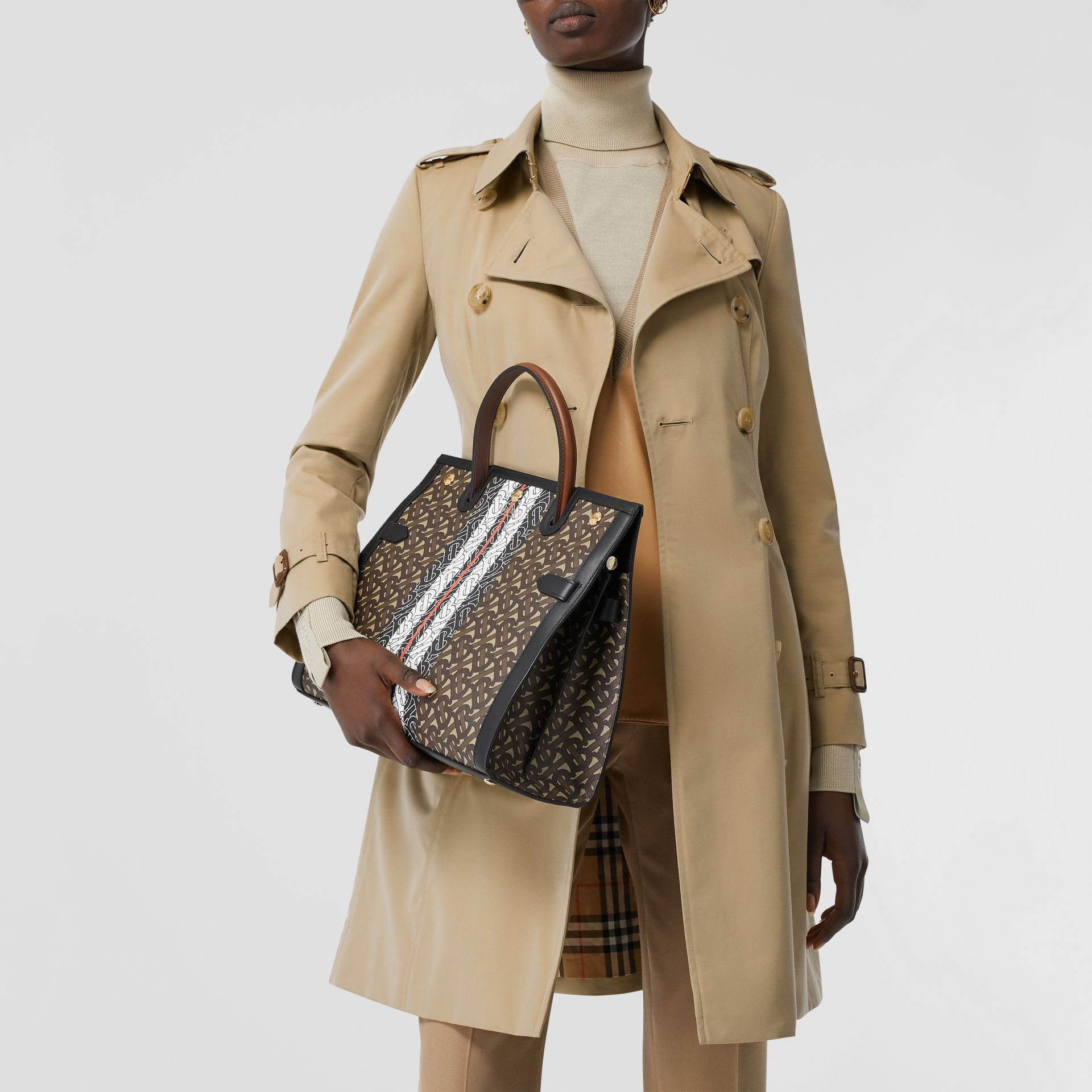 The Mid-length Chelsea Heritage Trench Coat in Honey | Burberry United States - gallery image 9