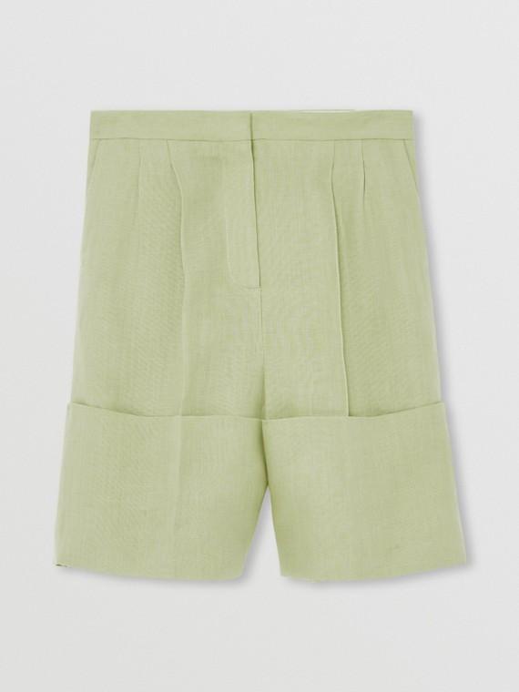 Bermuda de alfaiataria em linho com detalhe nos punhos e corte personalizado (Verde Névoa)