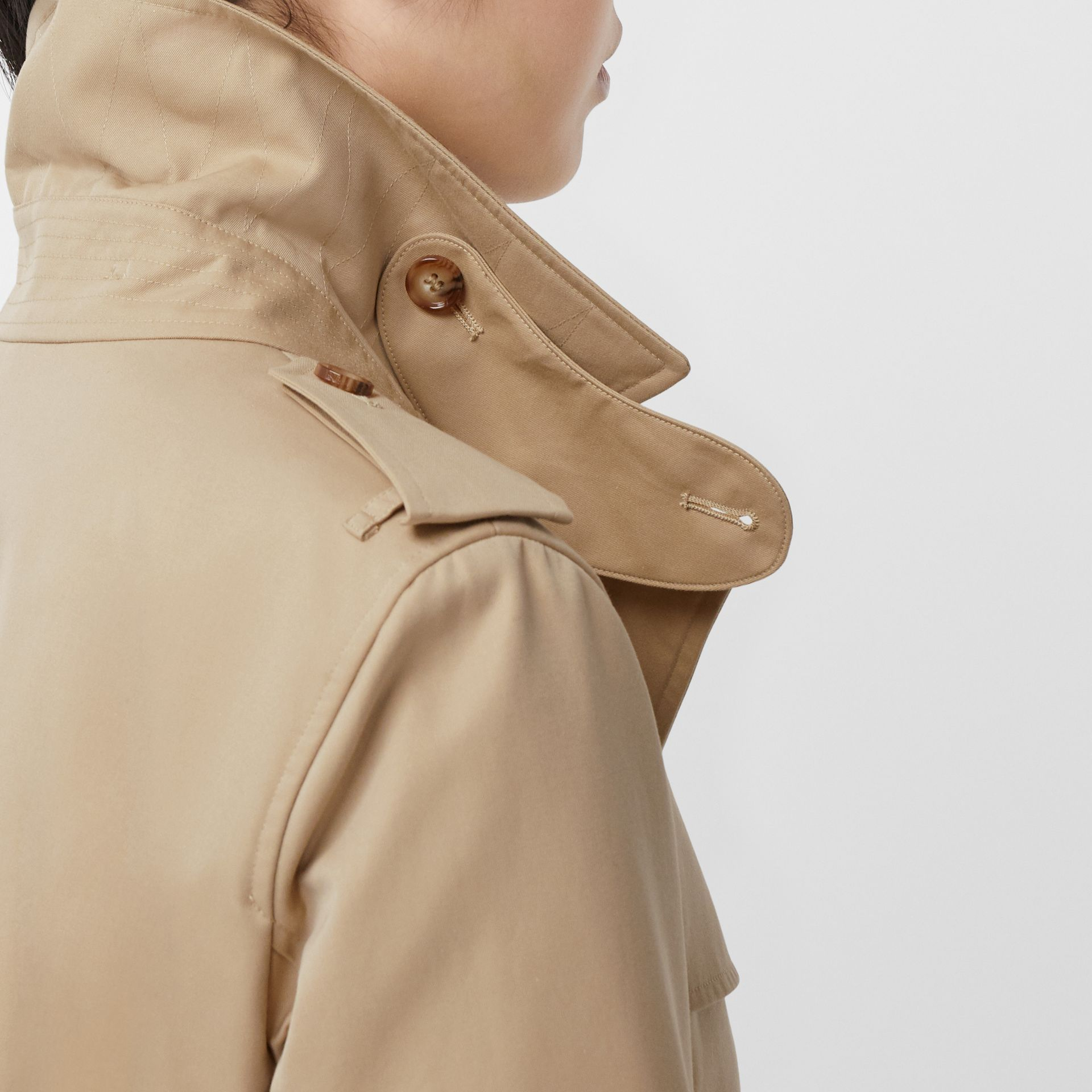 The Short Islington Trench Coat in Honey - Women | Burberry - gallery image 4