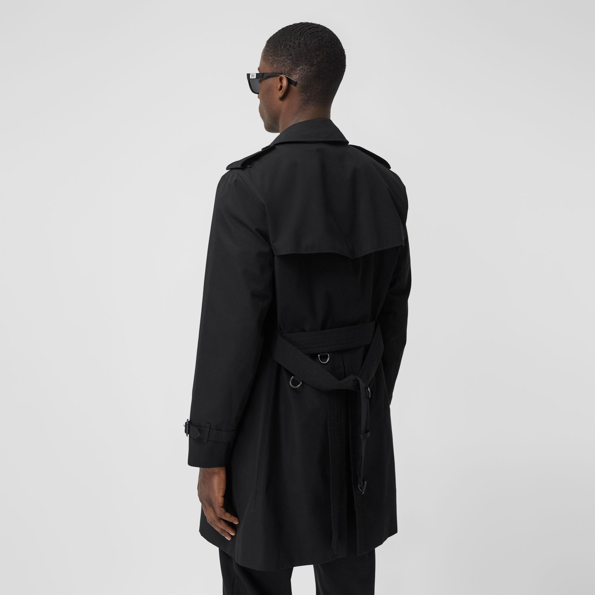 The Mid-length Chelsea Heritage Trench Coat in Black - Men | Burberry United Kingdom - gallery image 6