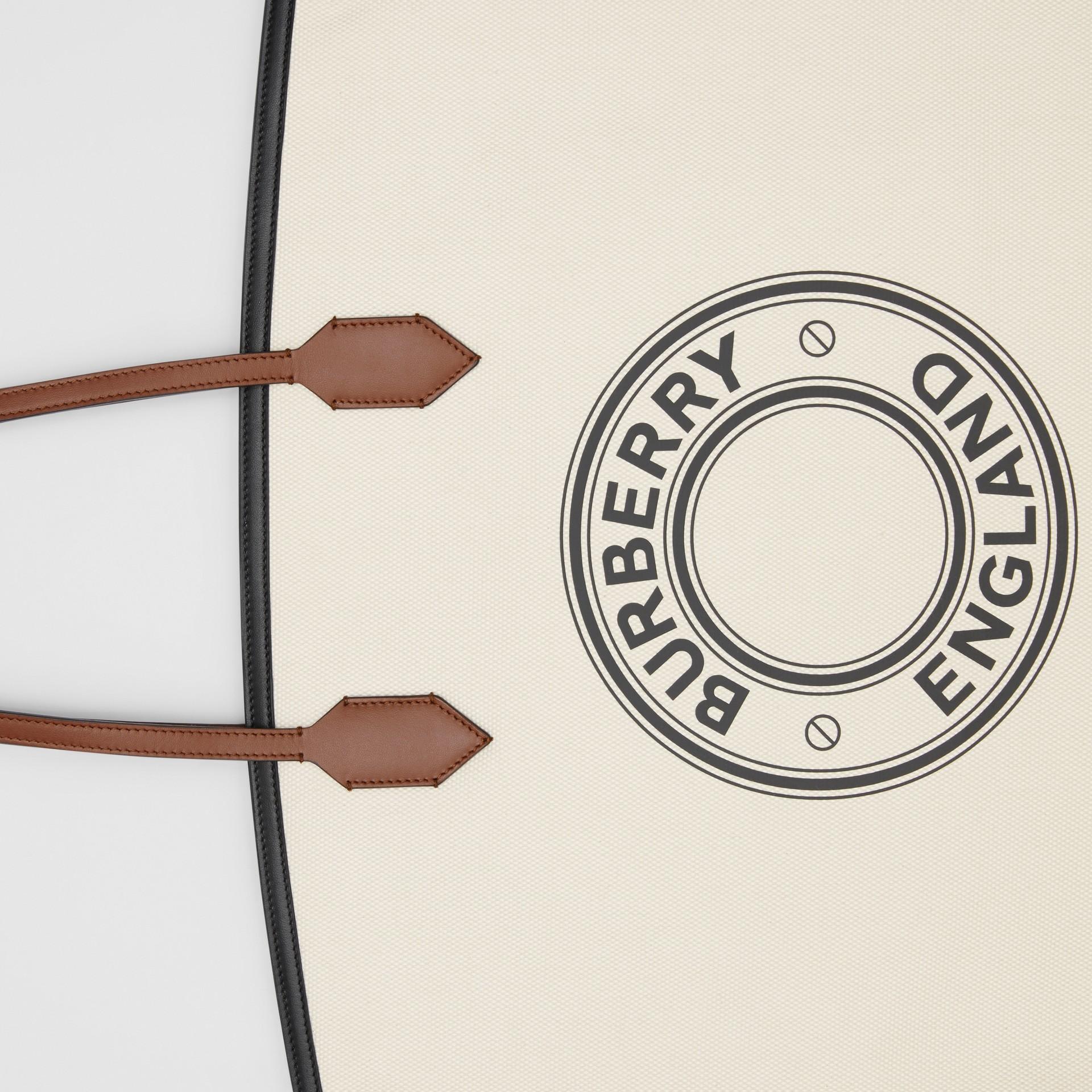ロゴグラフィック コットンキャンバス ソサエティトート (ナチュラル) - ウィメンズ | バーバリー - ギャラリーイメージ 1