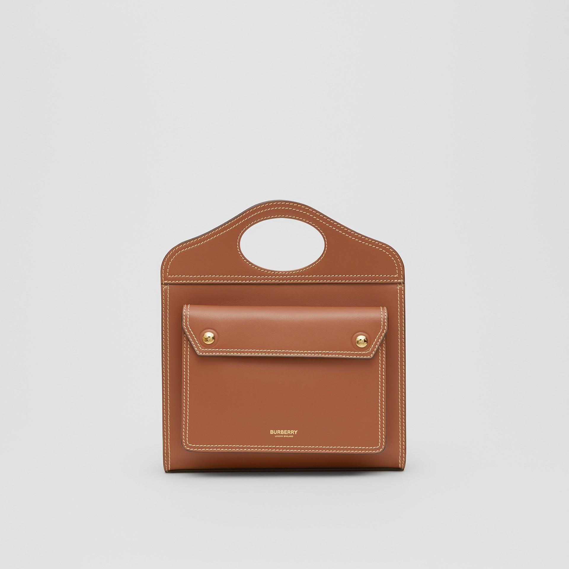 Pocket Bag im Miniformat aus Leder mit Steppnahtdetails (Malzbraun) - Damen | Burberry - Galerie-Bild 0