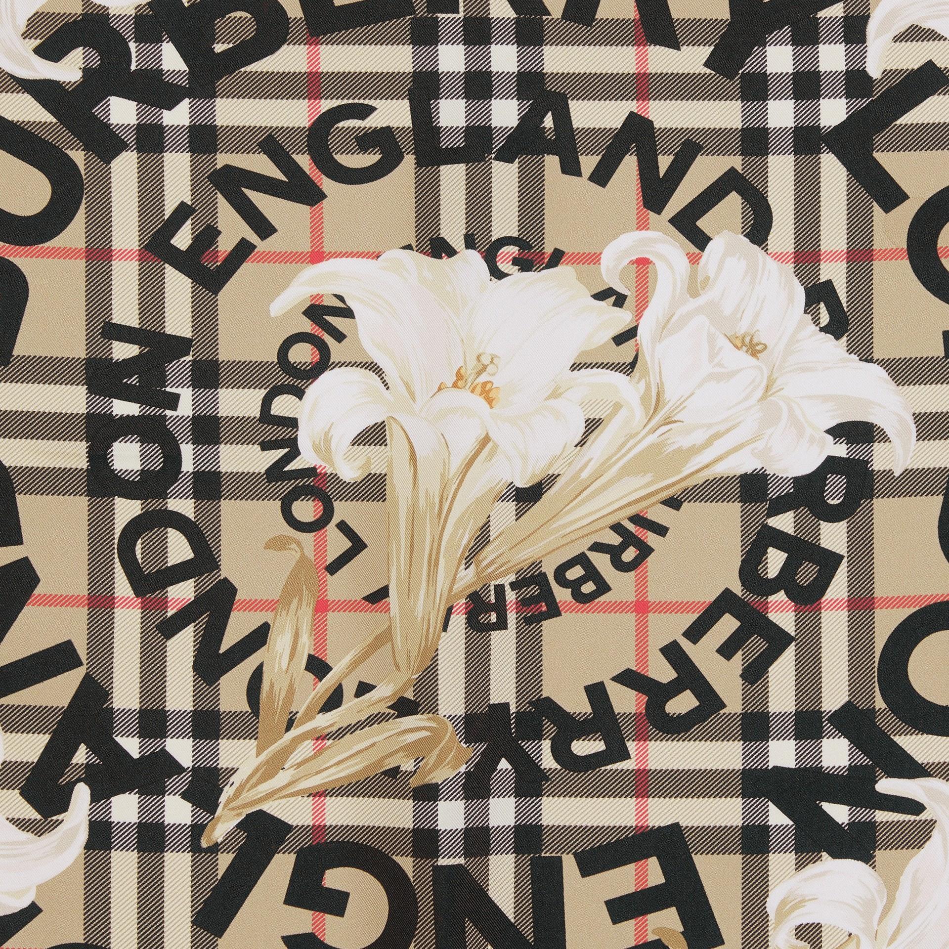 Foulard in seta con motivi d'archivio (Beige) | Burberry - immagine della galleria 1