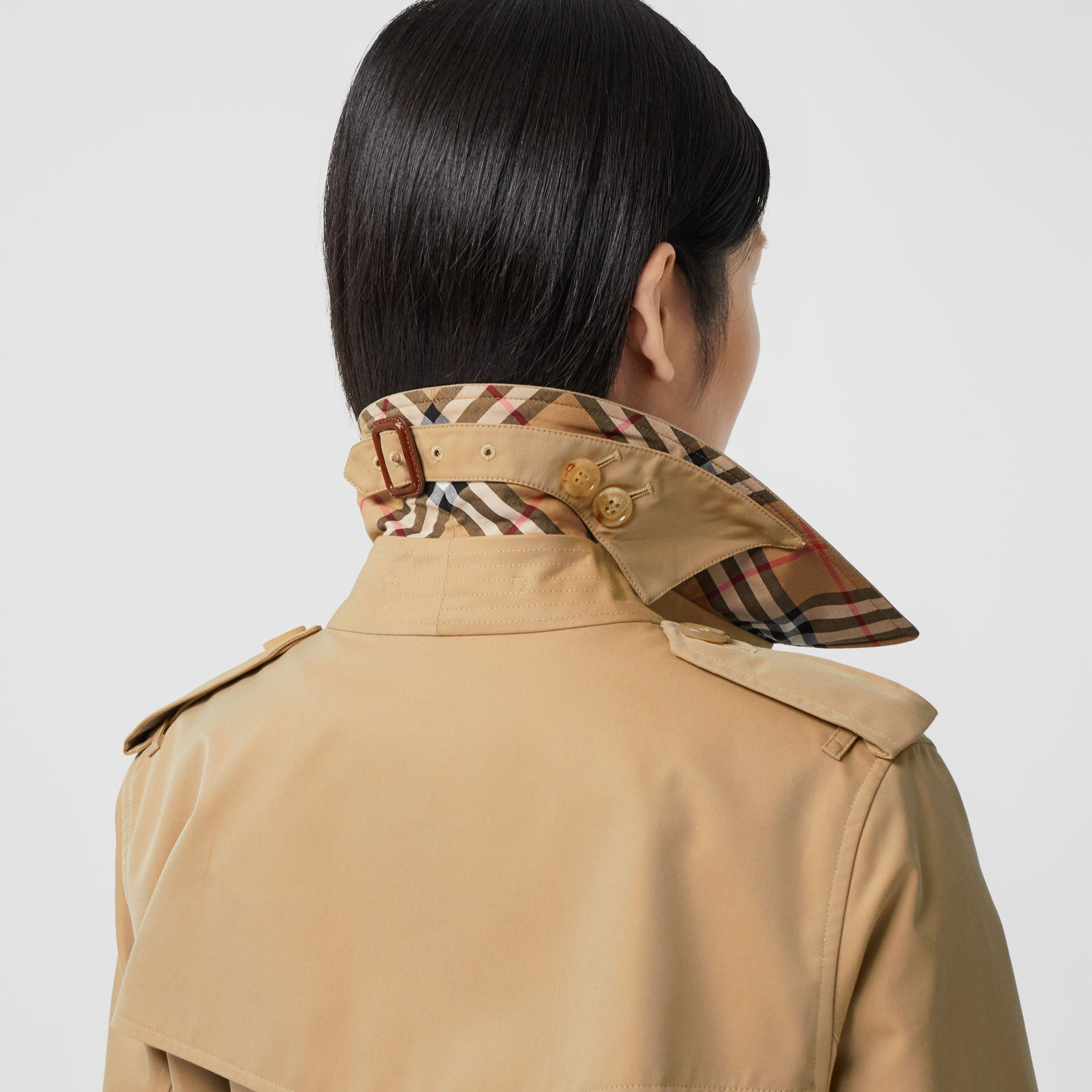 The Mid-length Kensington Heritage Trench Coat in Honey - Women | Burberry Hong Kong S.A.R. - gallery image 3