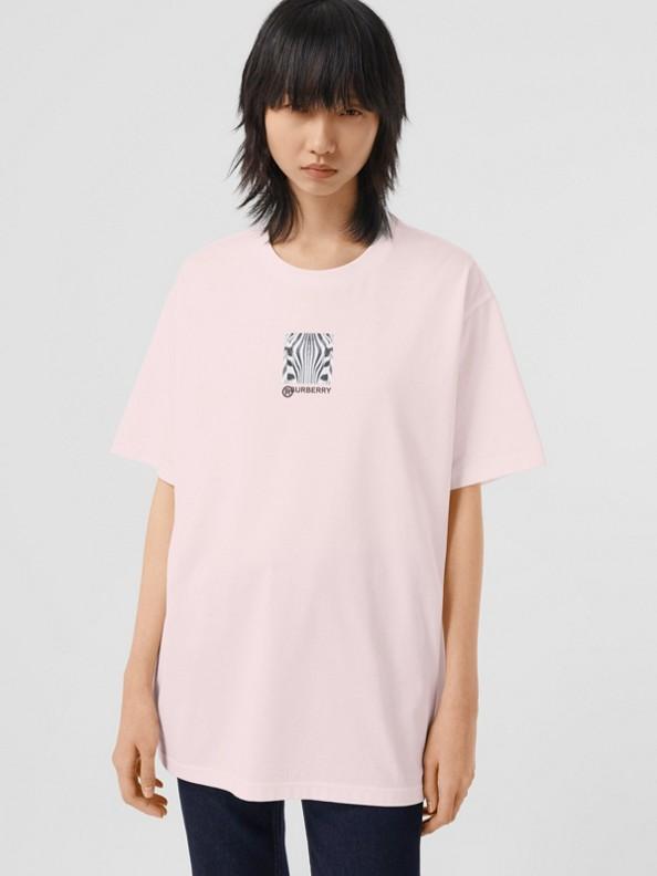 Хлопчатобумажная футболка объемного фасона с коллажным принтом (Розовый Алебастр)