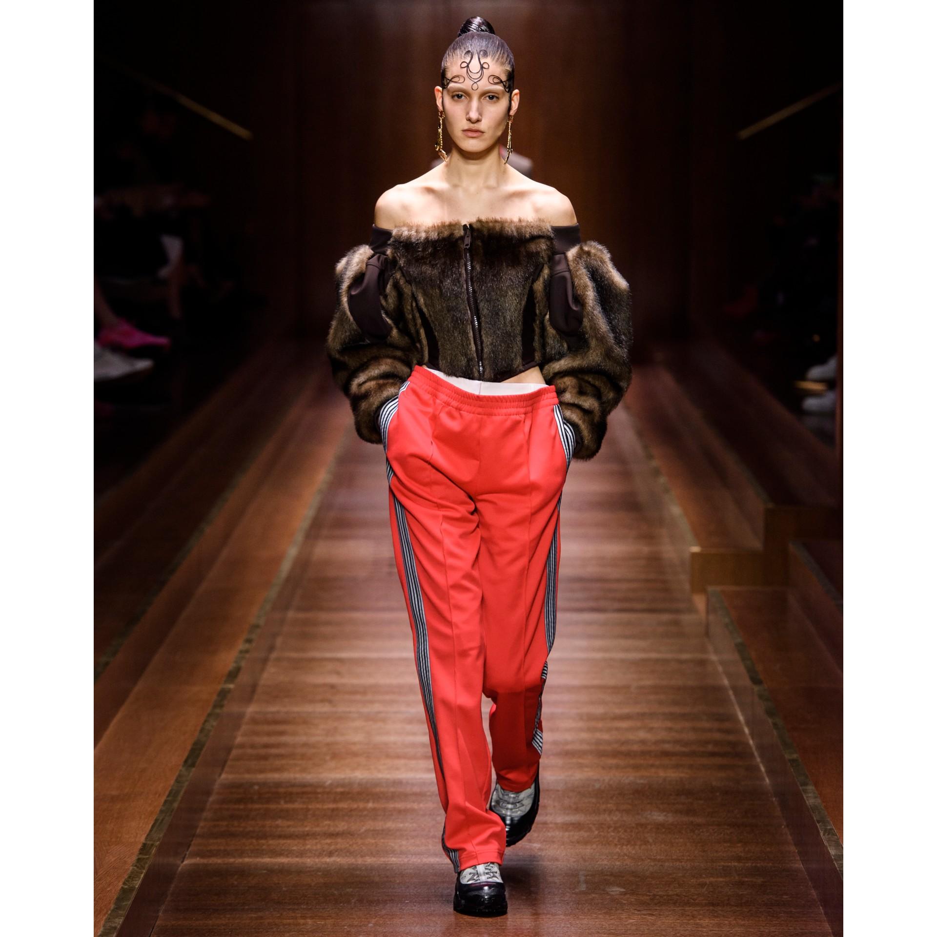Track pants de malha com cintura dupla e detalhe listrado (Vermelho Intenso) - Mulheres | Burberry - galeria de imagens 6