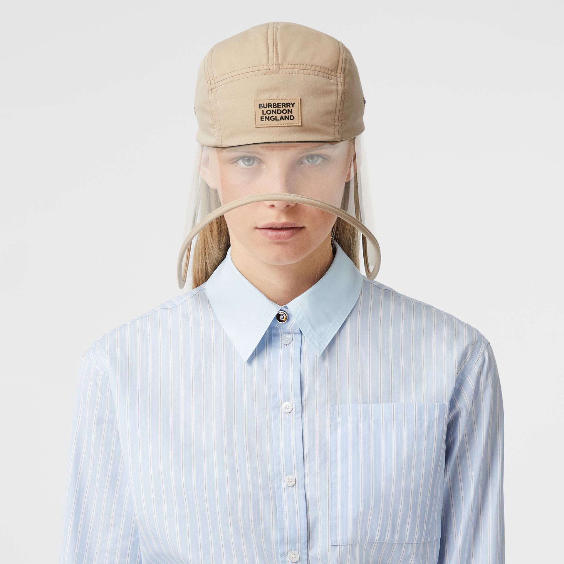 Casquette à bords larges transparente en sergé de coton - Exclusivité en ligne (Fauve Doux) | Burberry - photo de la galerie 4