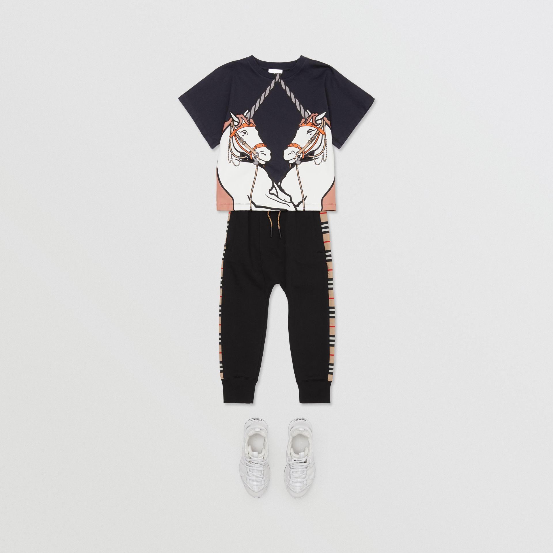 Unicorn Print Cotton T-shirt in Ink   Burberry United Kingdom - gallery image 2