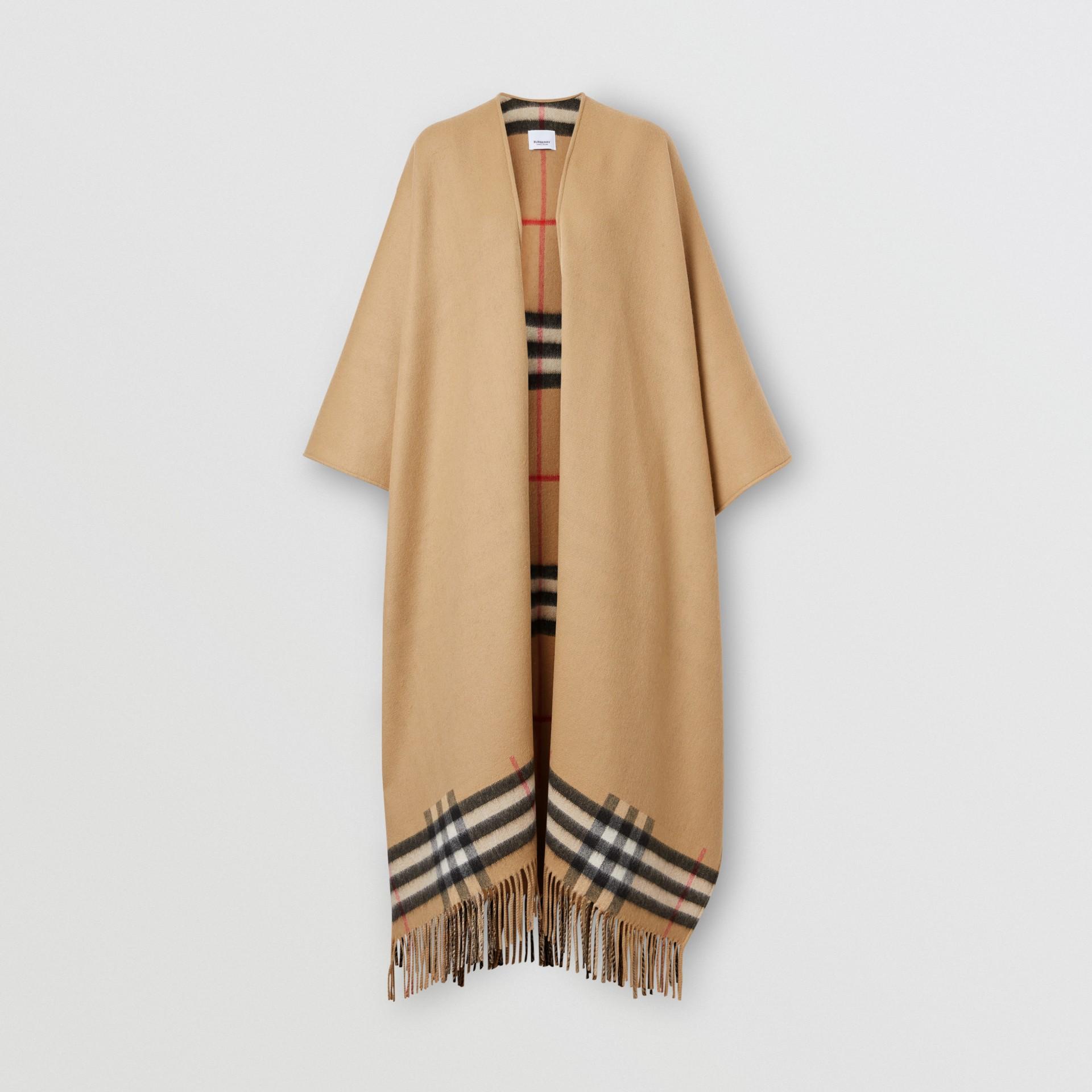 Cape en laine mérinos et cachemire à doublure check (Beige D'archive) - Femme | Burberry - photo de la galerie 3