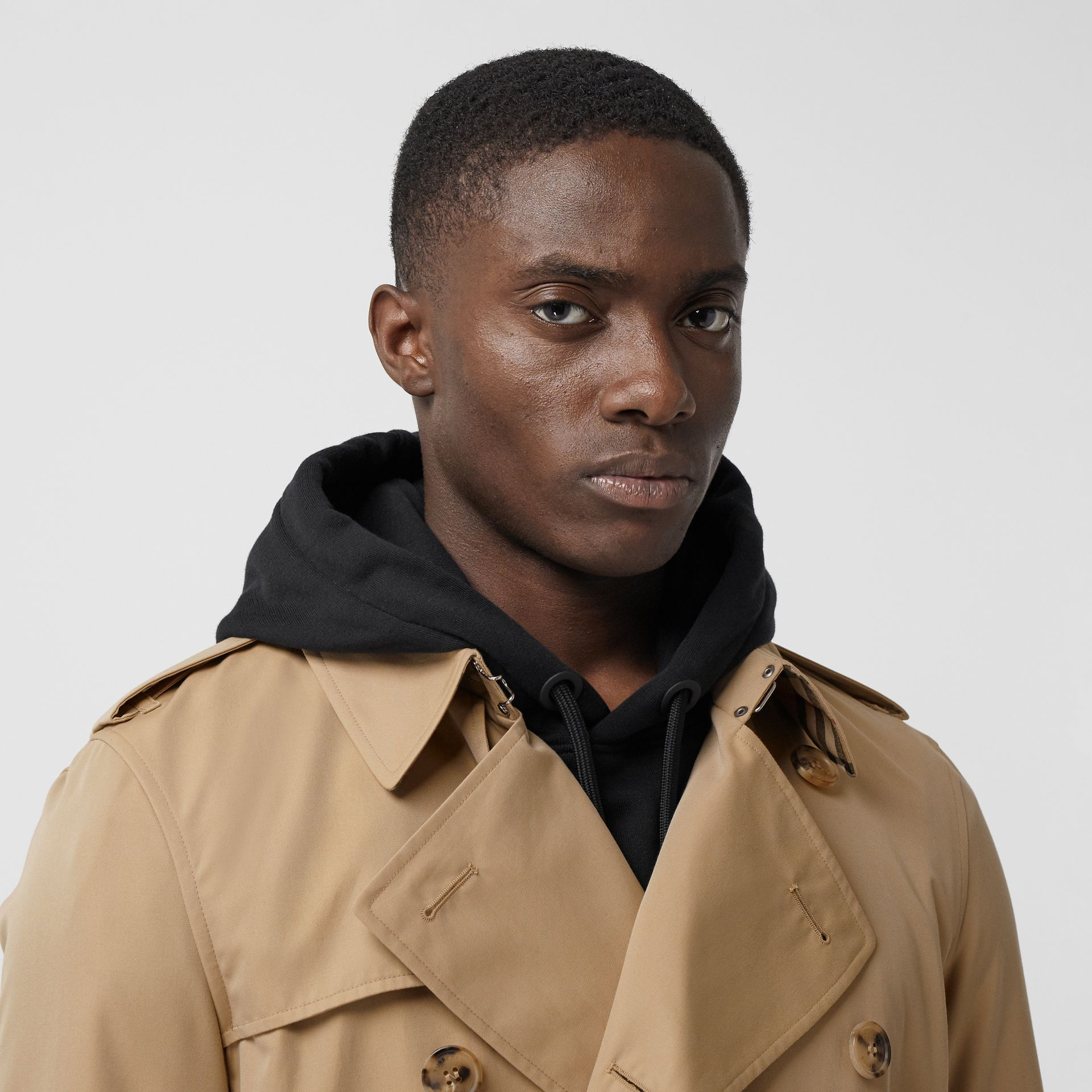 The Short Wimbledon Trench Coat in Honey - Men | Burberry Australia - gallery image 7