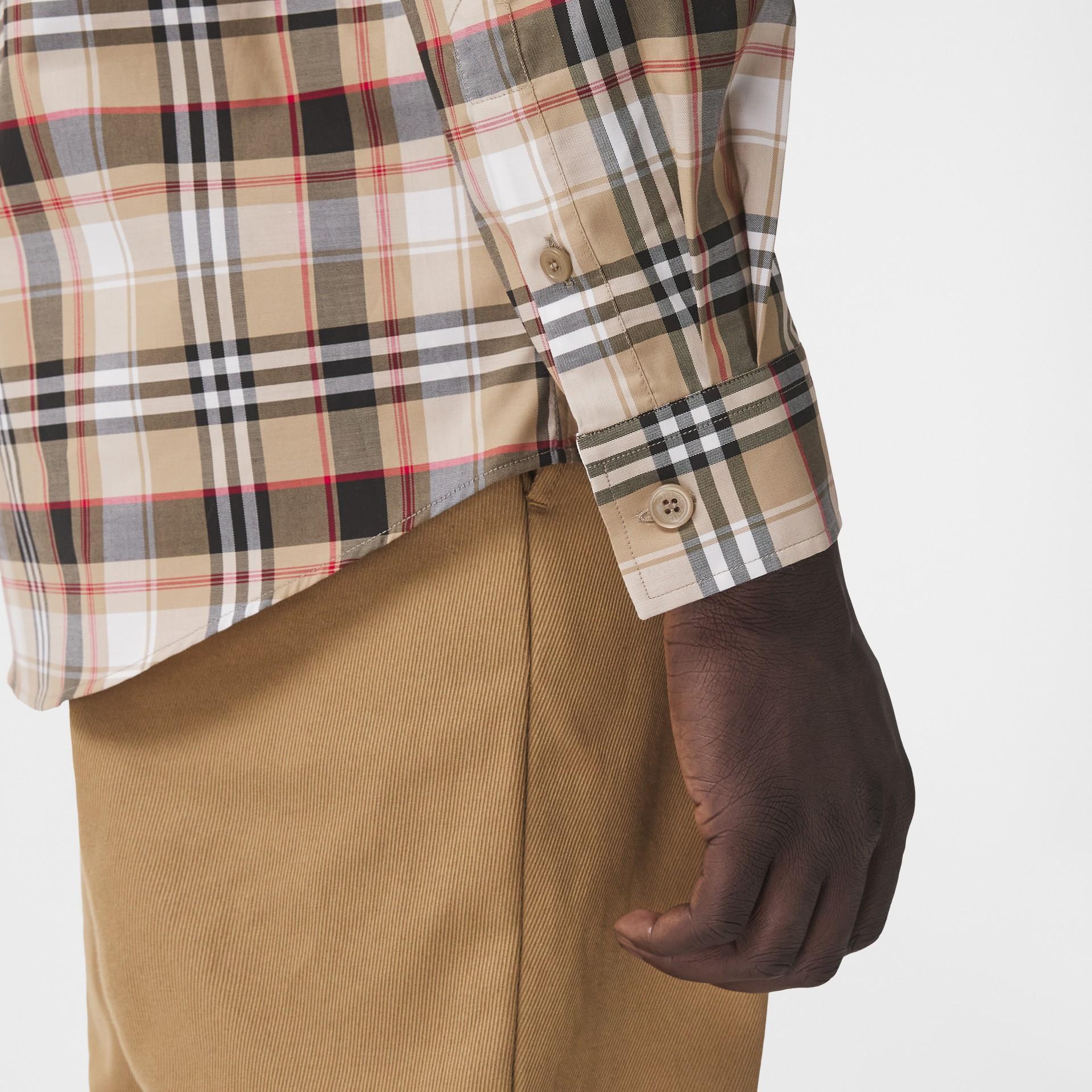 Camisa de algodão stretch com logotipo B bordado (Preto) - Homens | Burberry - galeria de imagens 1