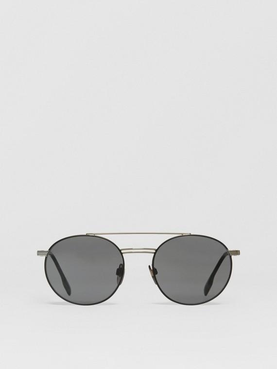 Óculos de sol com armação redonda e detalhe de barra superior (Prateado/verde Escuro)