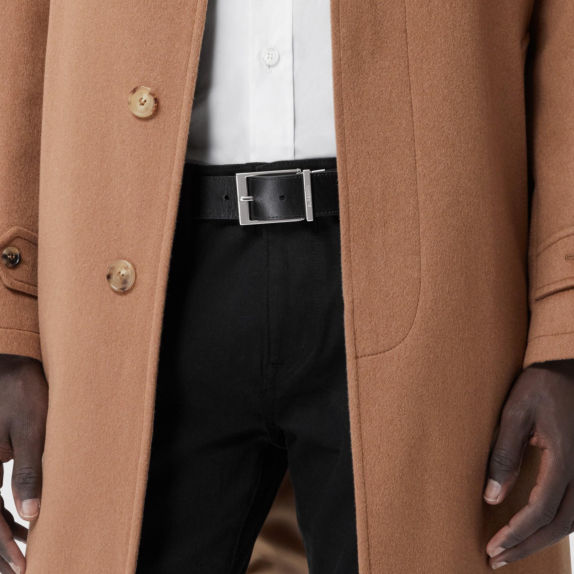 Cintura reversibile in e-canvas con motivo tartan e pelle (Marrone Betulla Scuro/nero) - Uomo | Burberry - immagine della galleria 4