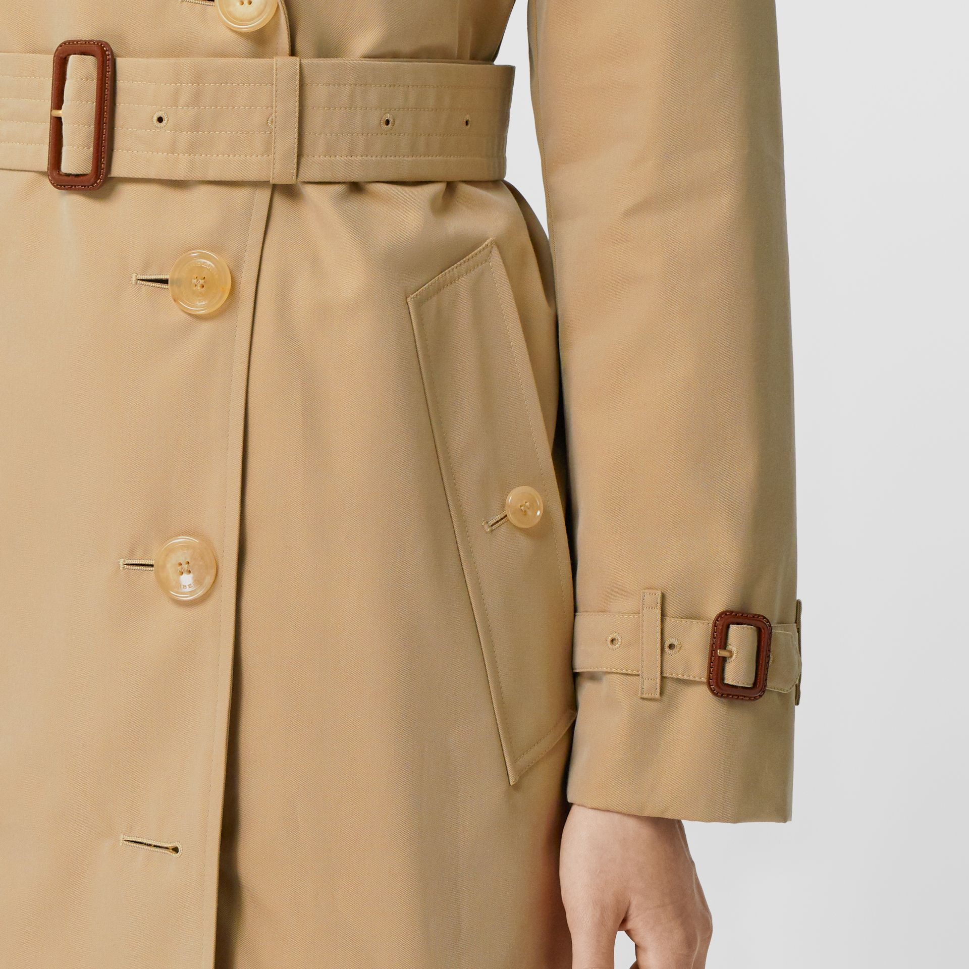 The Mid-length Kensington Heritage Trench Coat in Honey - Women | Burberry Hong Kong S.A.R. - gallery image 4
