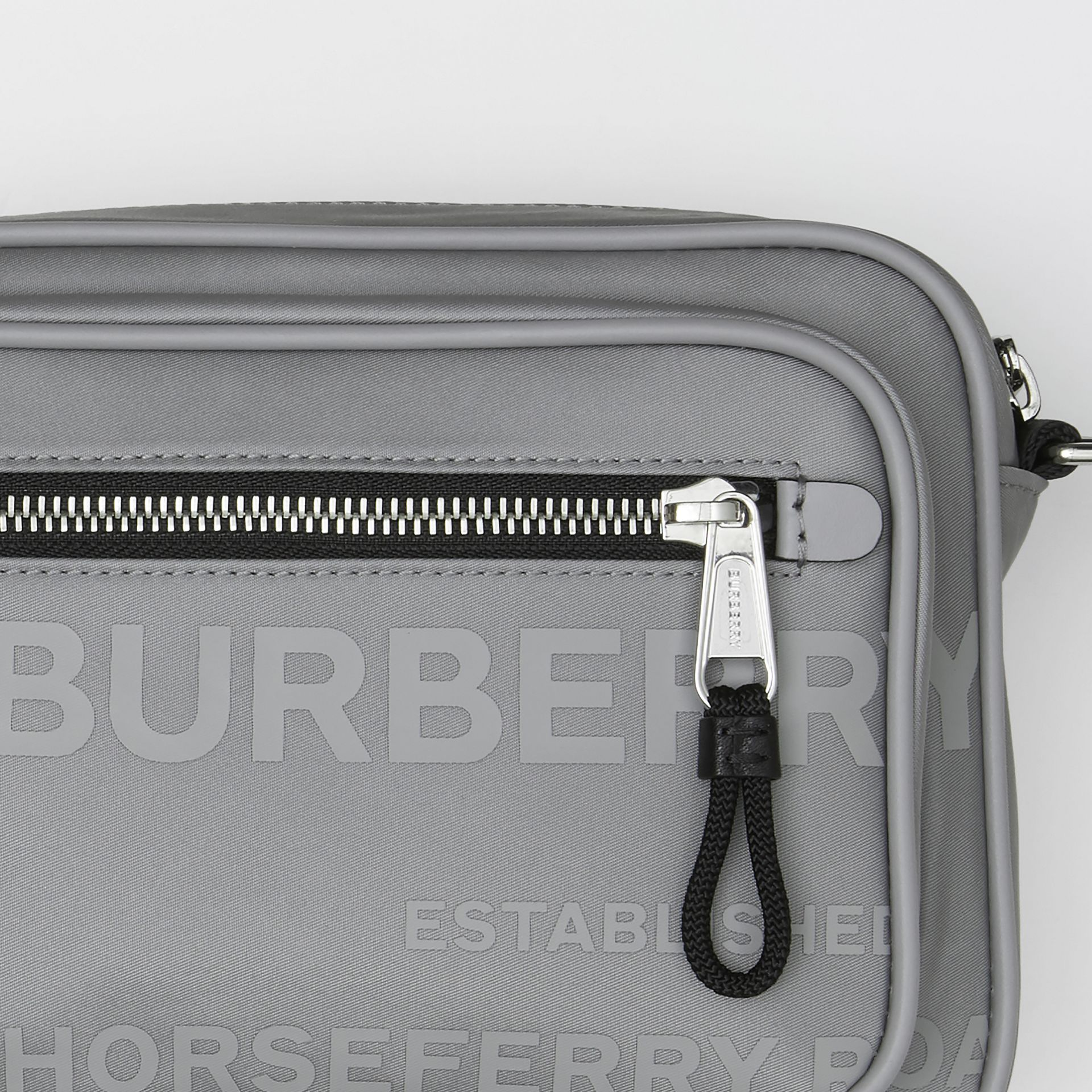Sac à bandoulière en ECONYL® Horseferry - Homme | Burberry - photo de la galerie 1