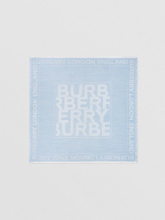 Grand carré de soie et laine en jacquard à logo et rayures (Bleu Pâle)