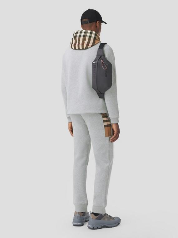 Calças jogger de algodão com recorte xadrez (Cinza Claro Mesclado)