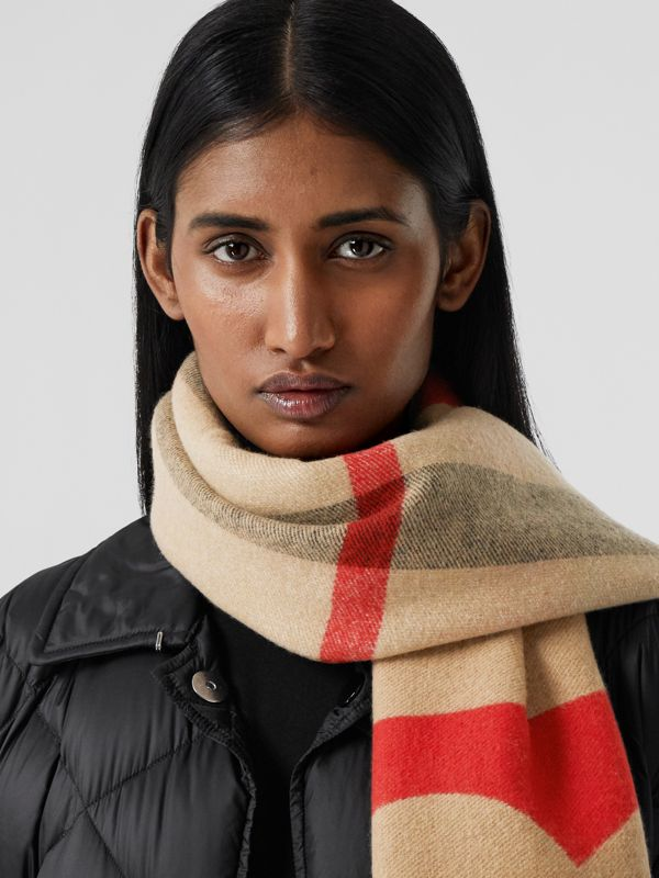 Reversible Check and Logo Cashmere Scarf in Archive Beige | Burberry - cell image 2
