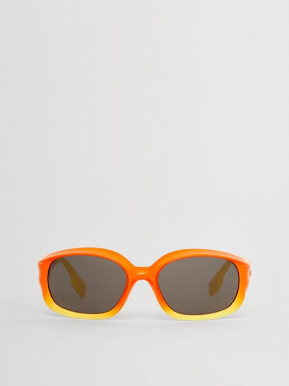 Oval Frame Sunglasses in Red