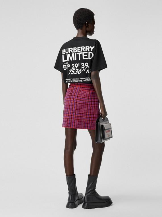 Oversize-T-Shirt aus Baumwolle mit Koordinatenschriftzug (Schwarz)