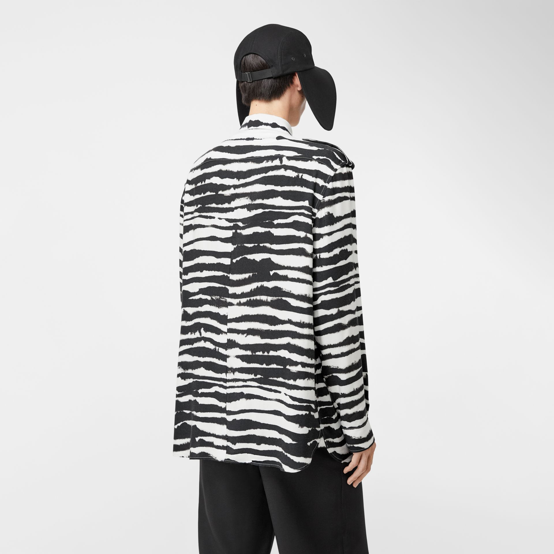 Contrast Bib Watercolour Print Twill Oversized Shirt in Monochrome | Burberry - gallery image 2