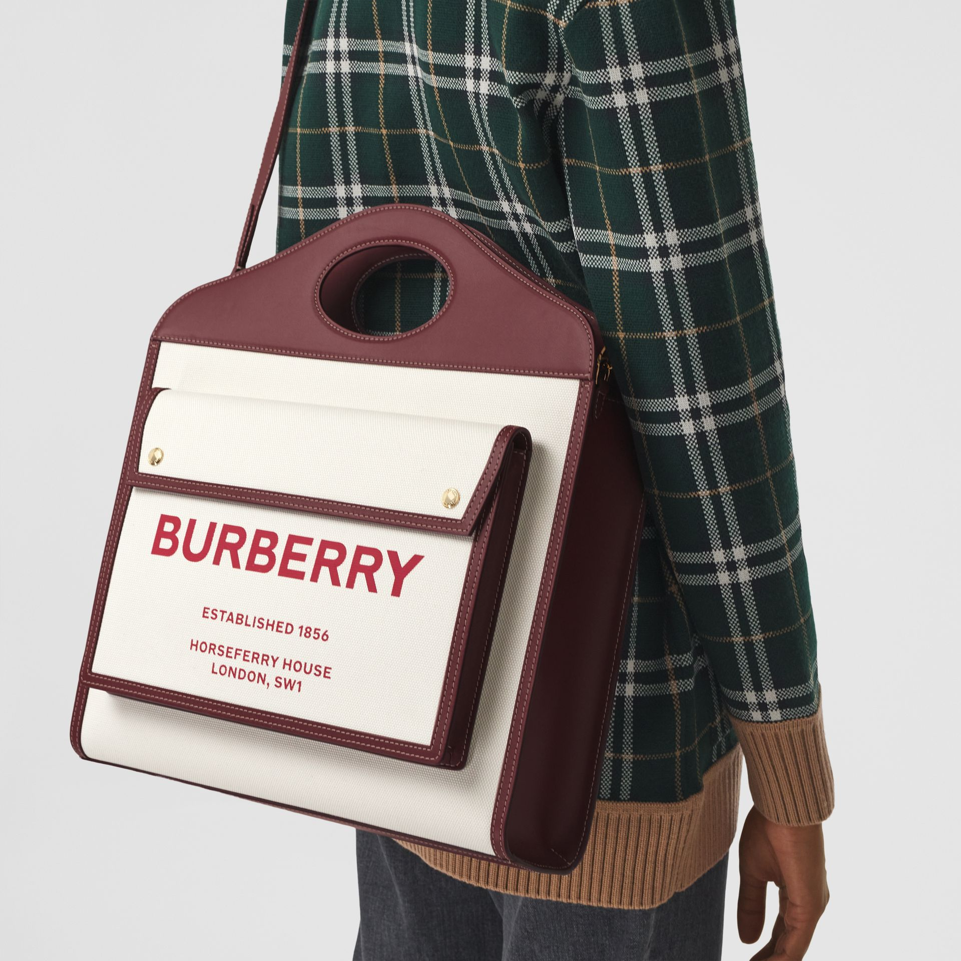 Sac Pocket moyen en toile et cuir bicolore (Naturel/grenat) - Femme | Burberry - photo de la galerie 8