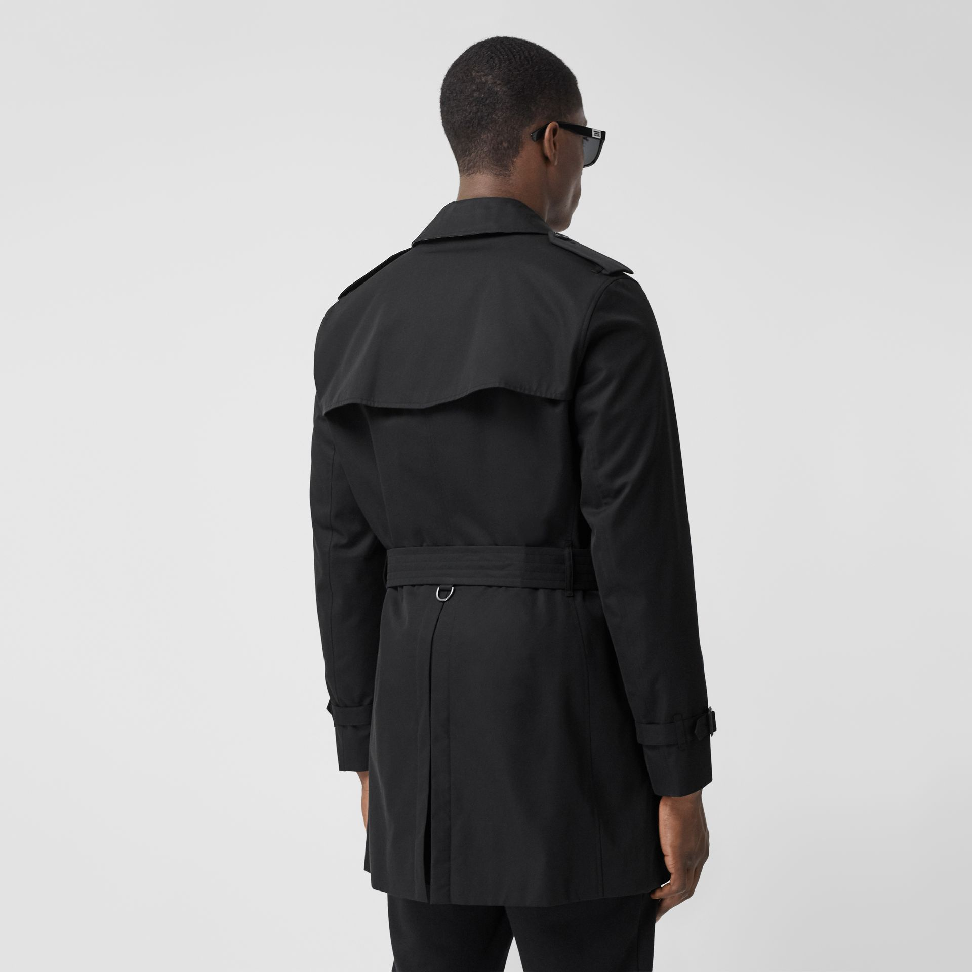 The Short Wimbledon Trench Coat in Black - Men | Burberry - gallery image 2