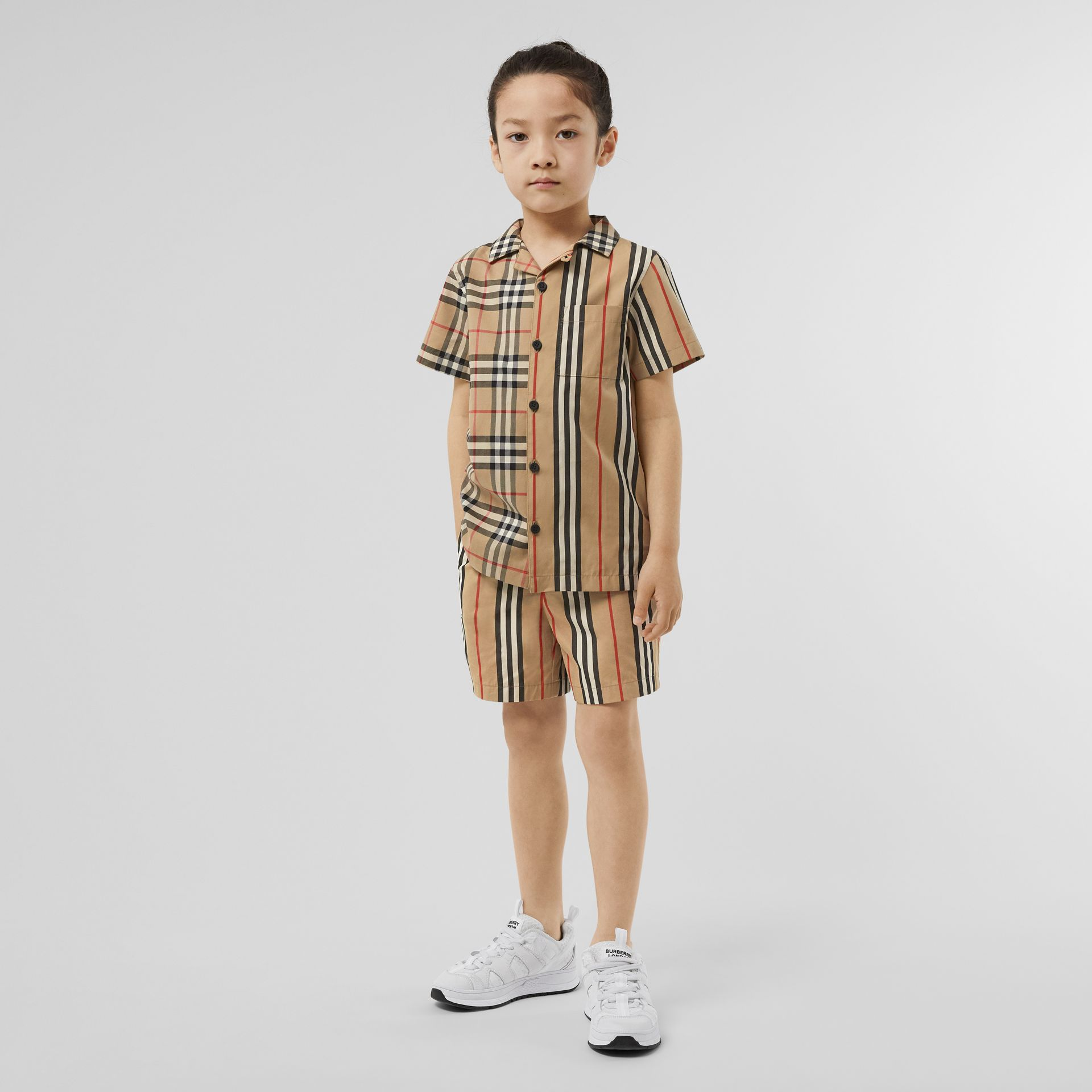 Short-sleeve Vintage Check and Icon Stripe Shirt in Archive Beige | Burberry United Kingdom - gallery image 2