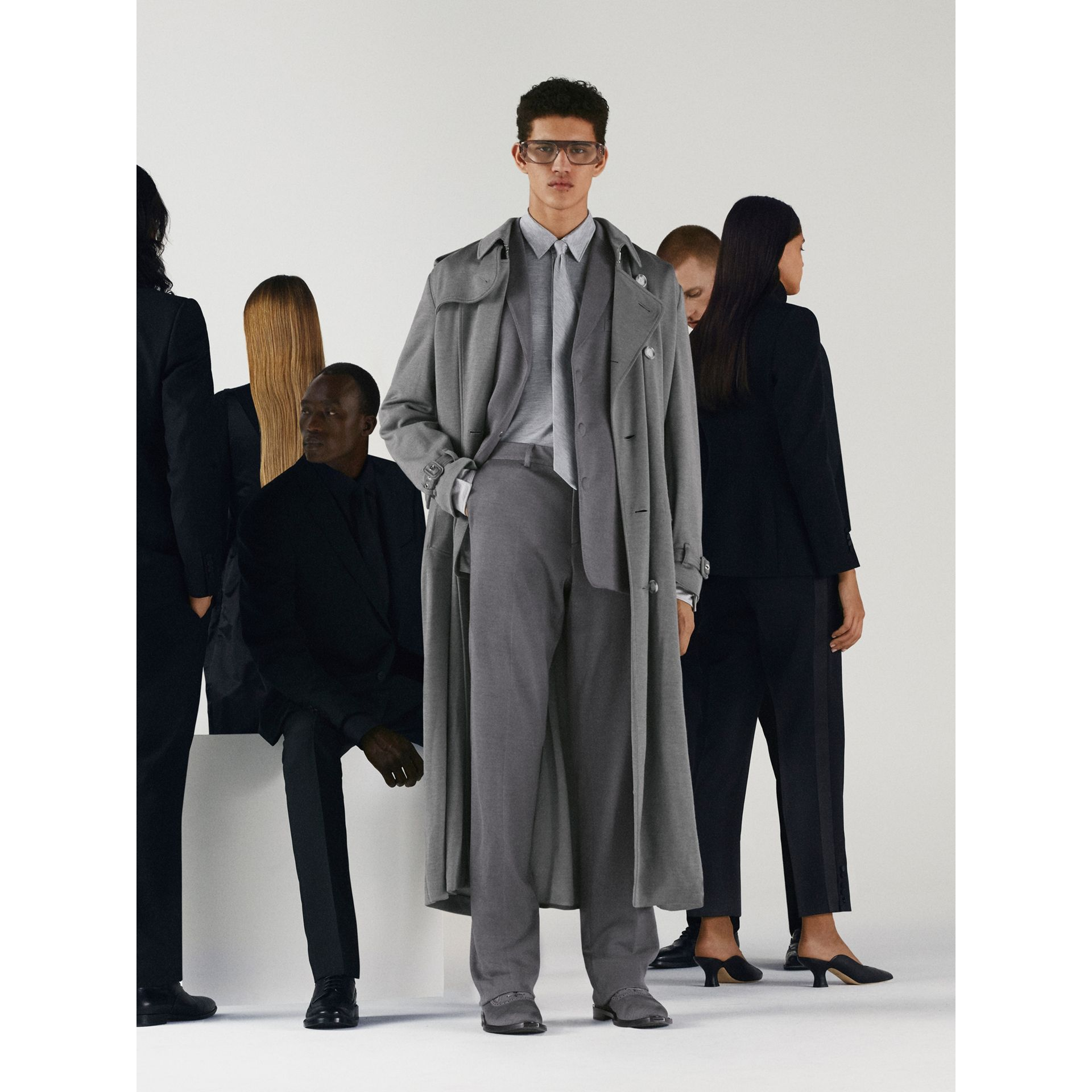 English Fit Cashmere Silk Jersey Tailored Trousers in Cloud Grey | Burberry Australia - gallery image 4