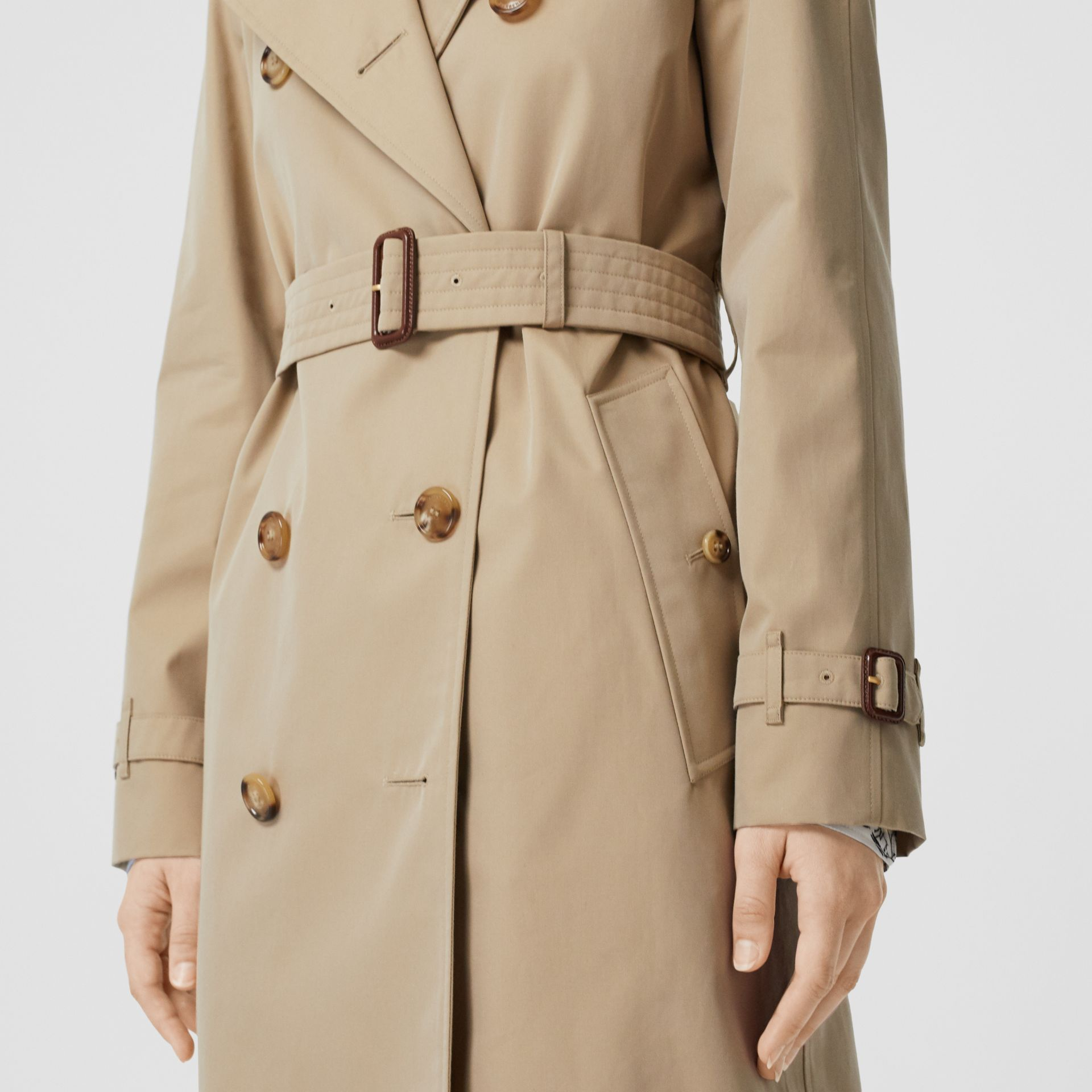 The Long Waterloo Heritage Trench Coat in Honey | Burberry - gallery image 3