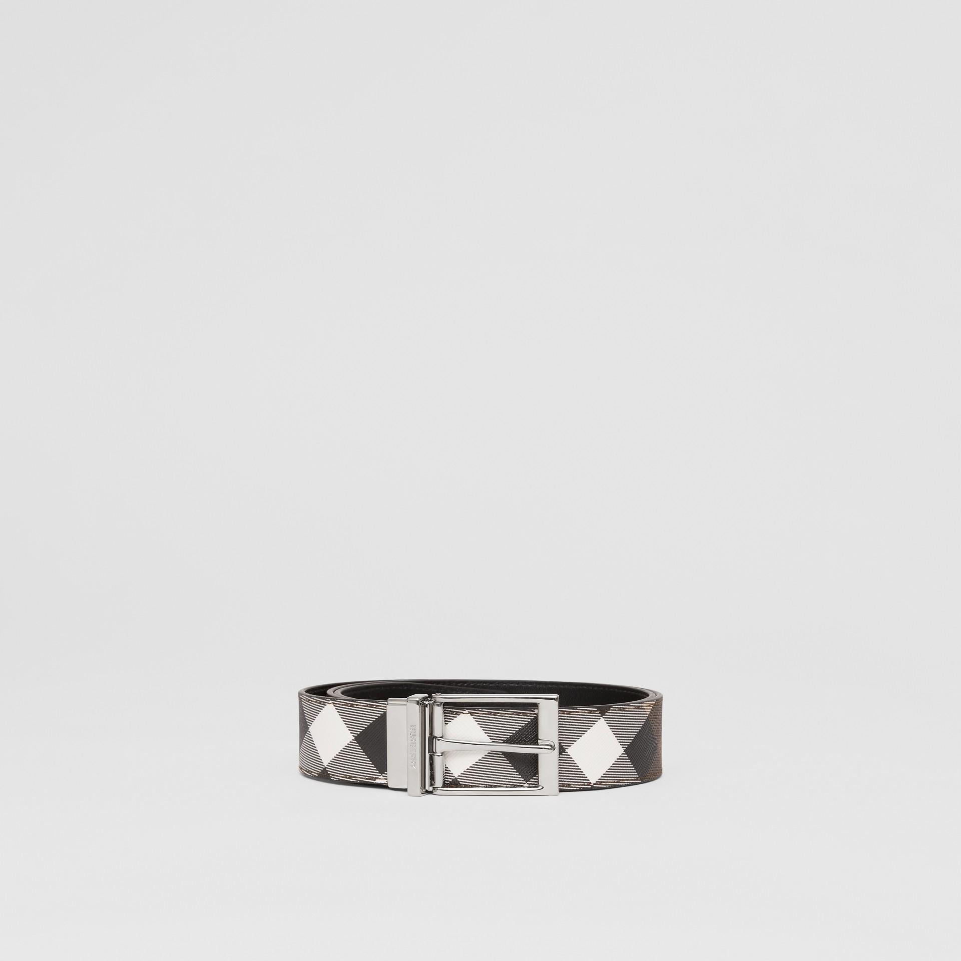 Cintura reversibile in e-canvas con motivo tartan e pelle (Marrone Betulla Scuro/nero) - Uomo | Burberry - immagine della galleria 3