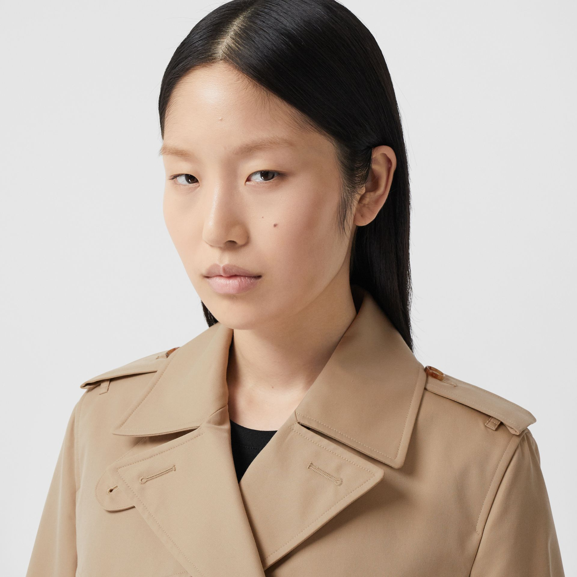 The Short Islington Trench Coat in Honey - Women | Burberry United Kingdom - gallery image 1