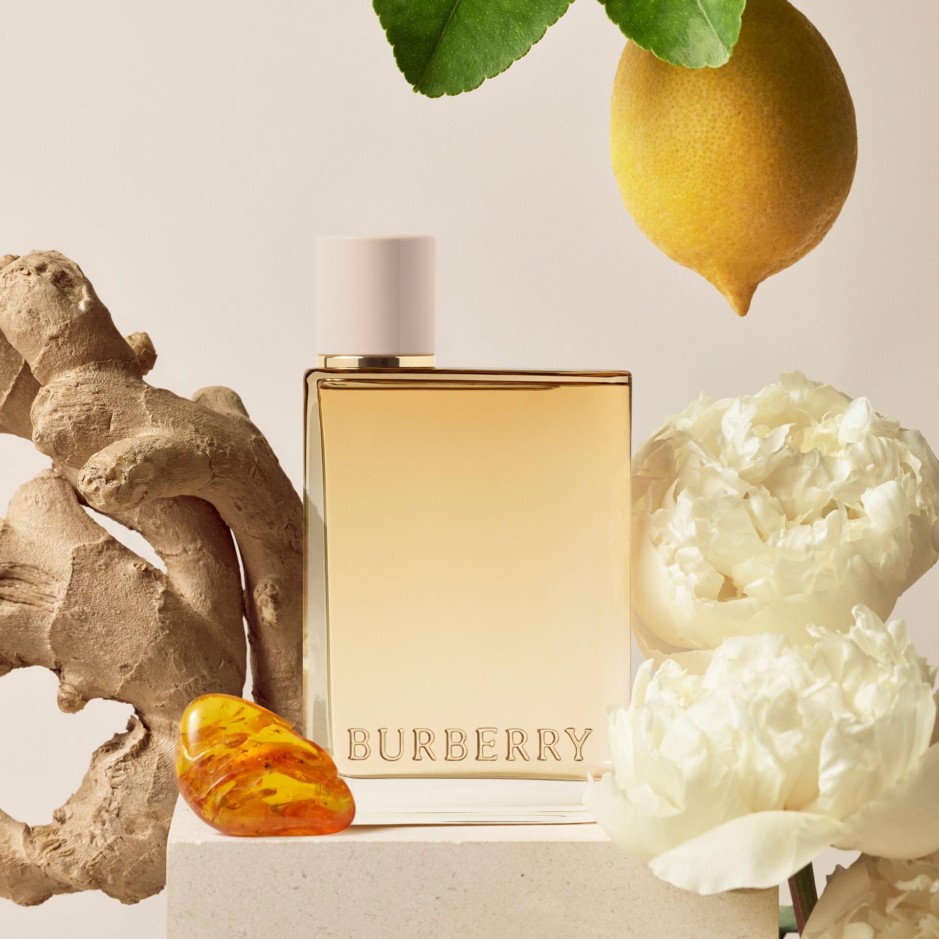 Her London Dream Eau de Parfum 50 ml (50ml) - Mulheres | Burberry - galeria de imagens 4