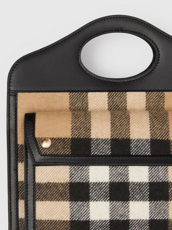 Pocket Bag im Miniformat aus Kaschmir im Karodesign und Leder (Vintage-beige) - Damen | Burberry - cell image 1