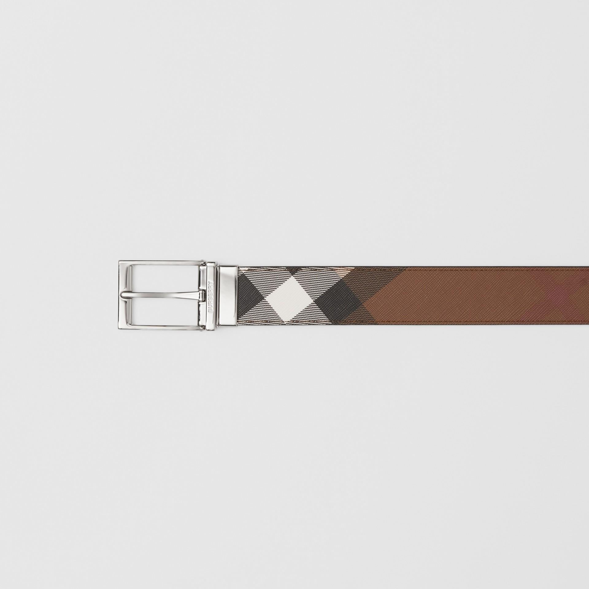 Cintura reversibile in e-canvas con motivo tartan e pelle (Marrone Betulla Scuro/nero) - Uomo | Burberry - immagine della galleria 1