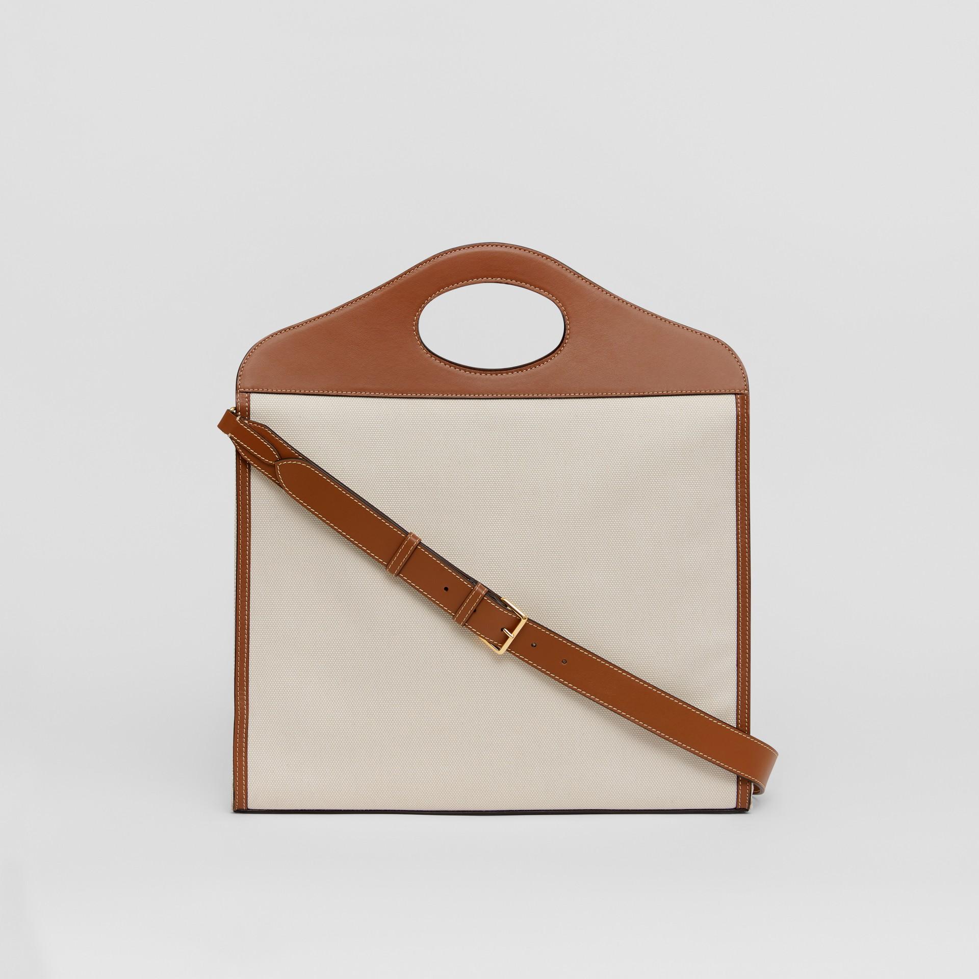 Bolso Pocket mediano en lona y piel de dos tonos (Natural / Marrón Malta) - Mujer | Burberry - imagen de la galería 7