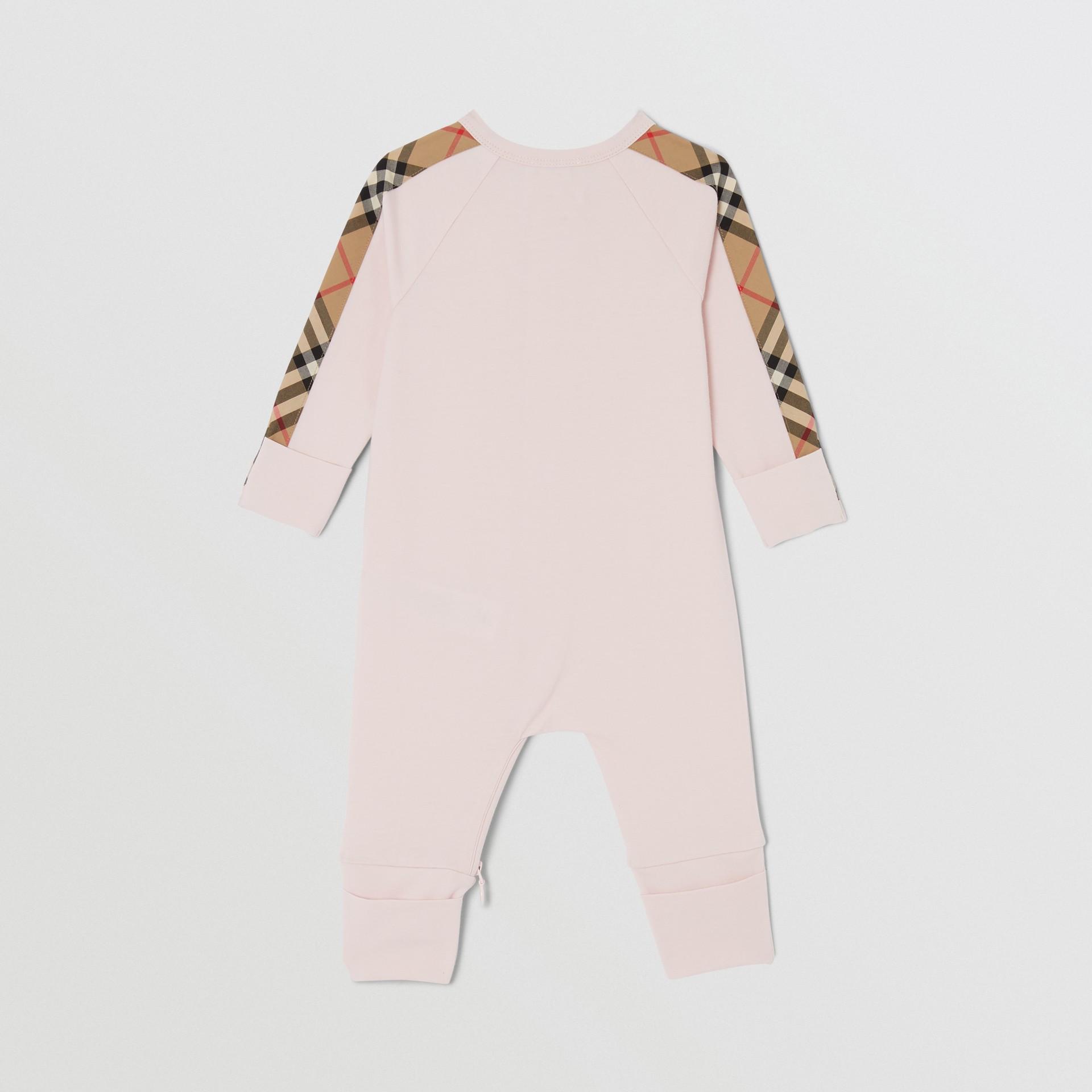 Gift set para bebê com três peças em algodão orgânico com detalhe xadrez (Rosa Gelo) - Crianças | Burberry - galeria de imagens 4
